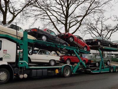 Mercedes R107 en Fiat 124 spider naar Italië