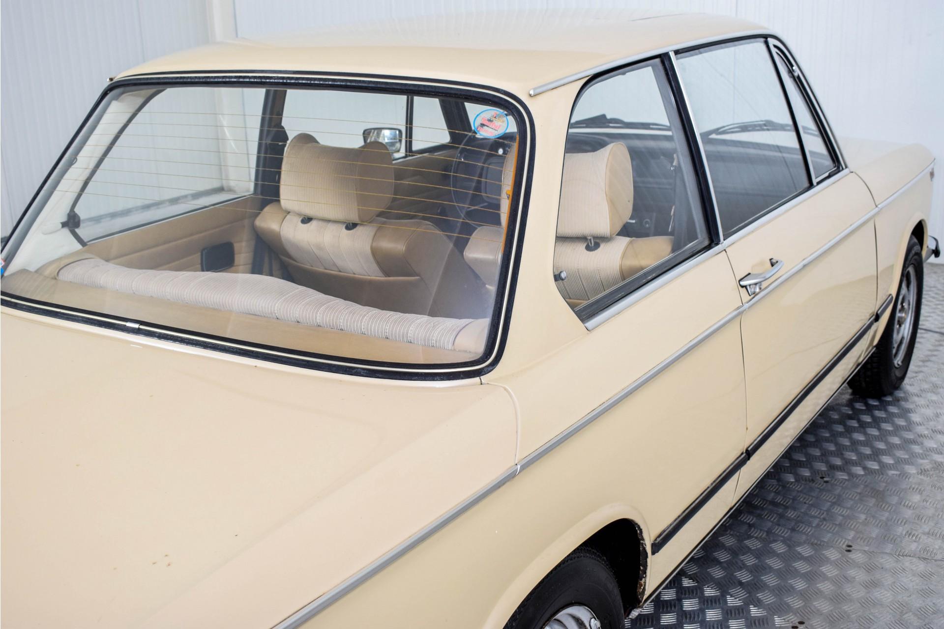 BMW 2002 Eerste eigenaar! Foto 43