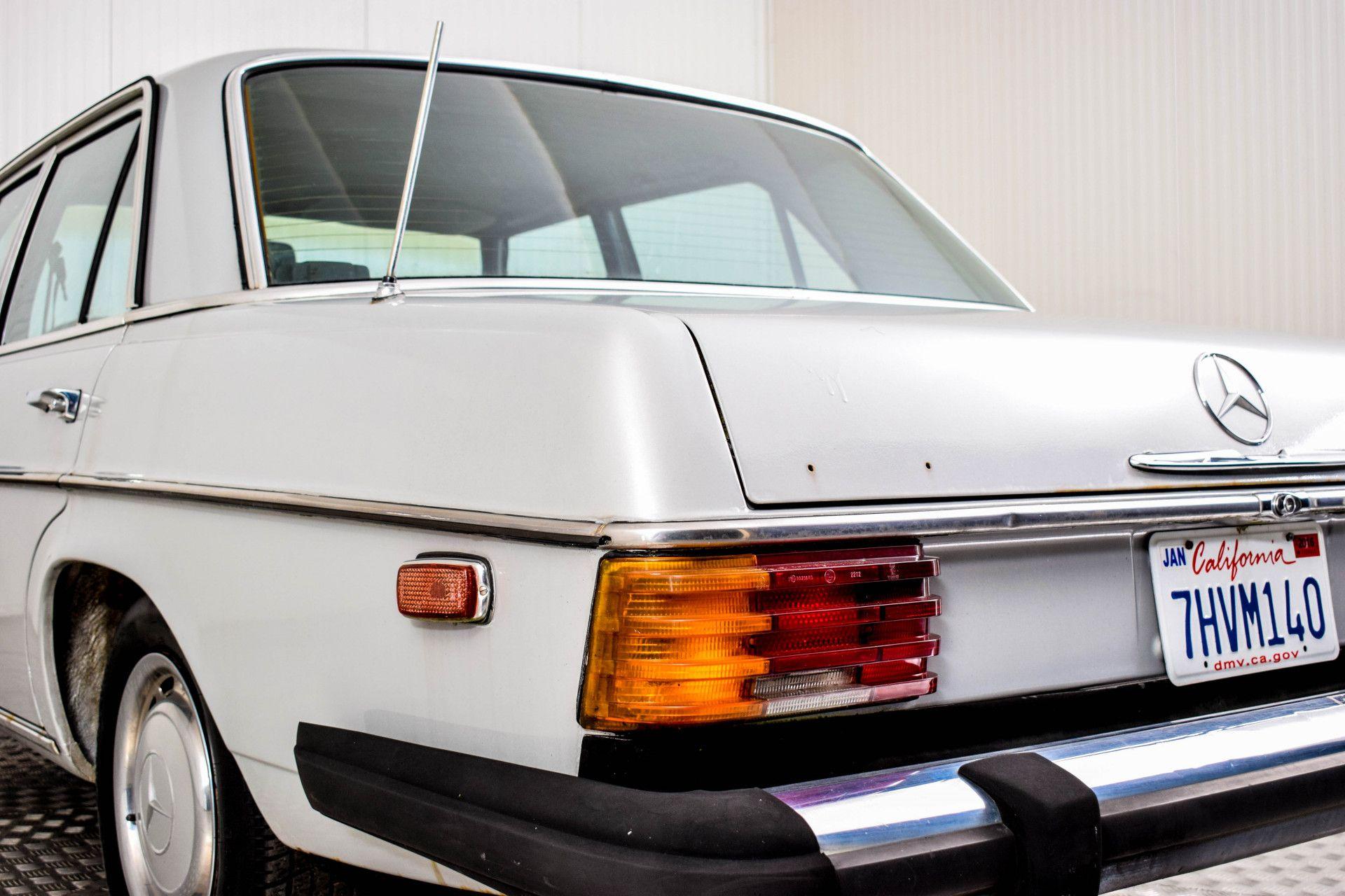 Mercedes-Benz 200-serie 240 D Foto 15