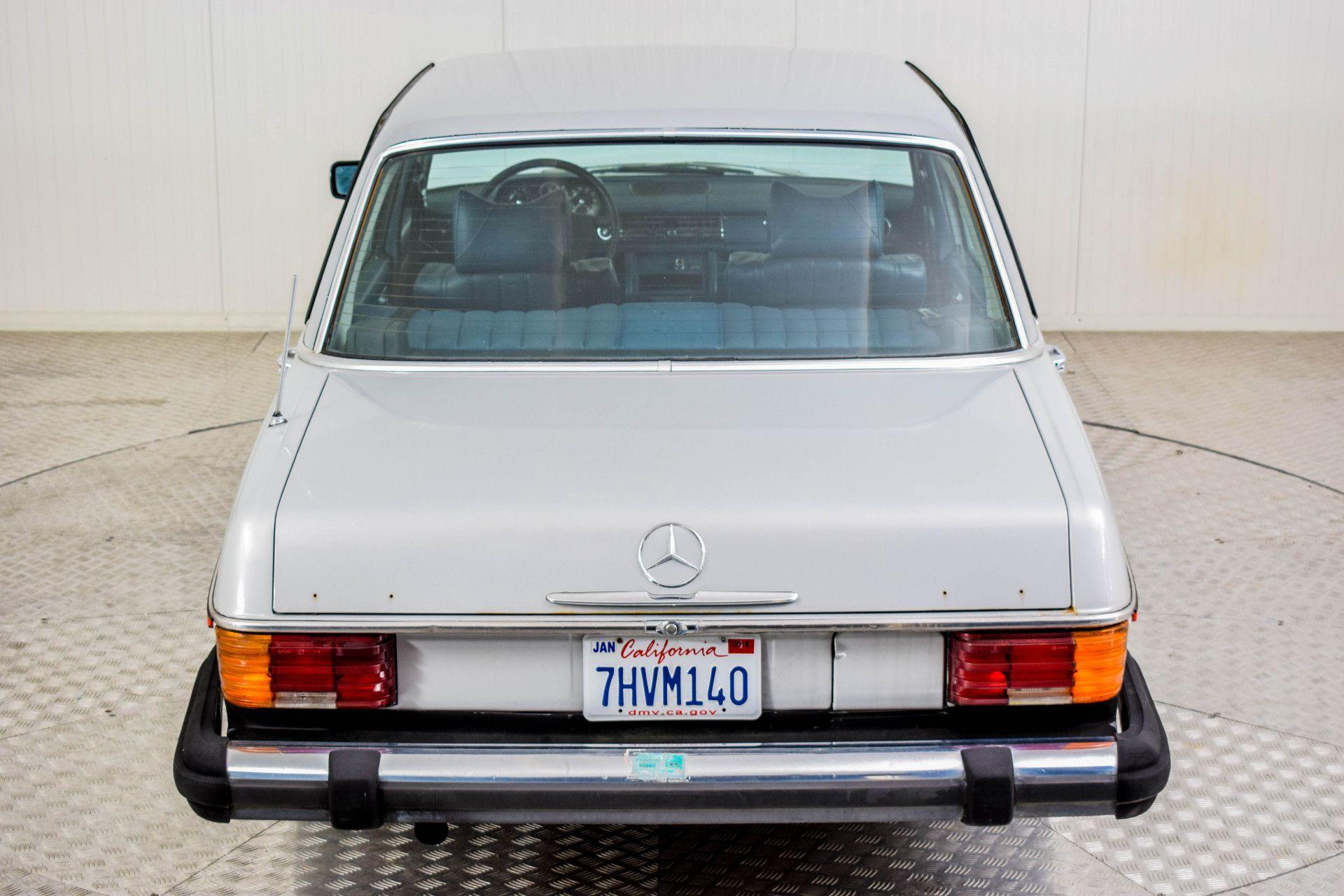 Mercedes-Benz 200-serie 240 D Foto 25