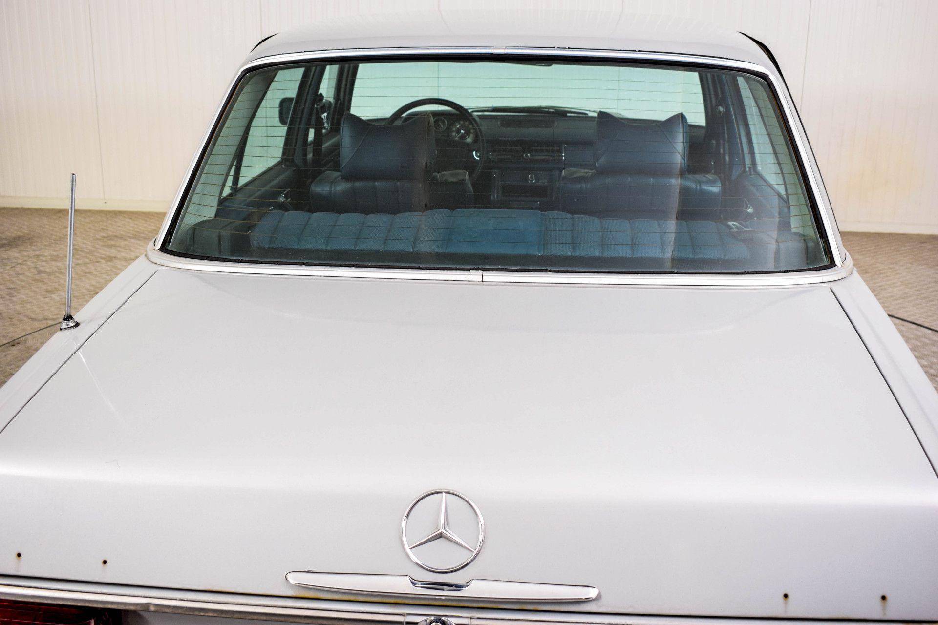 Mercedes-Benz 200-serie 240 D Foto 31