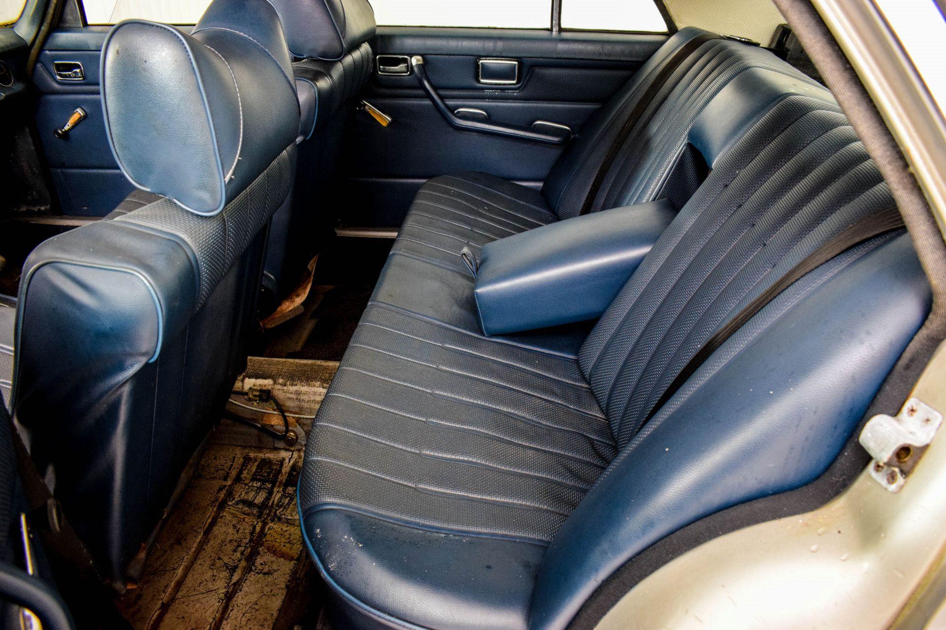 Mercedes-Benz 200-serie 240 D Foto 37