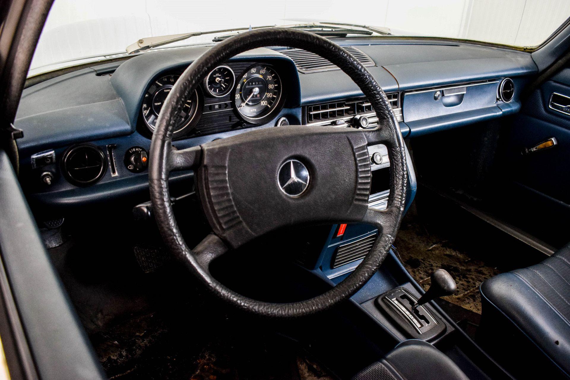 Mercedes-Benz 200-serie 240 D Foto 47
