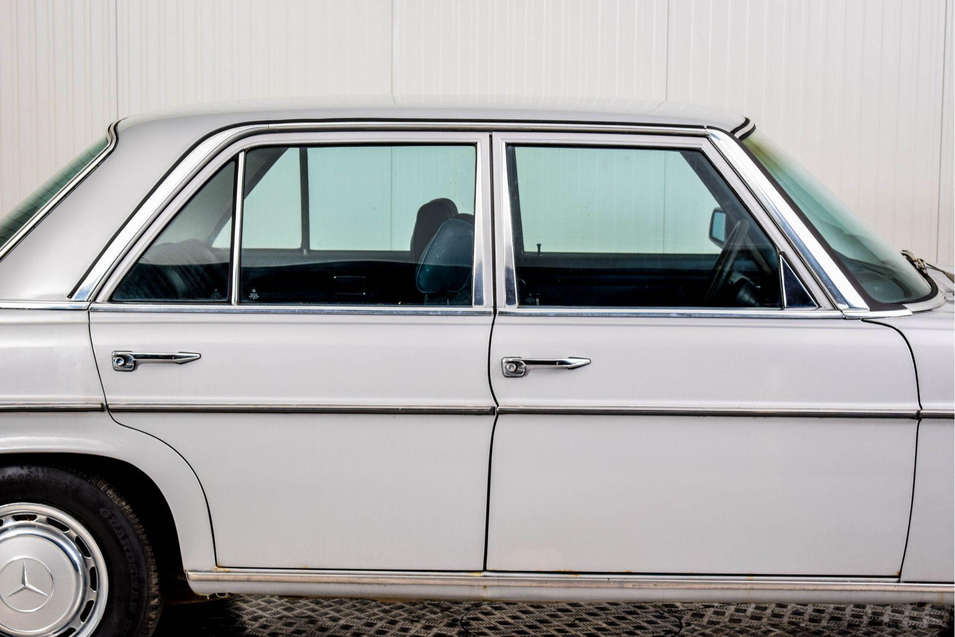 Mercedes-Benz 200-serie 240 D Foto 51