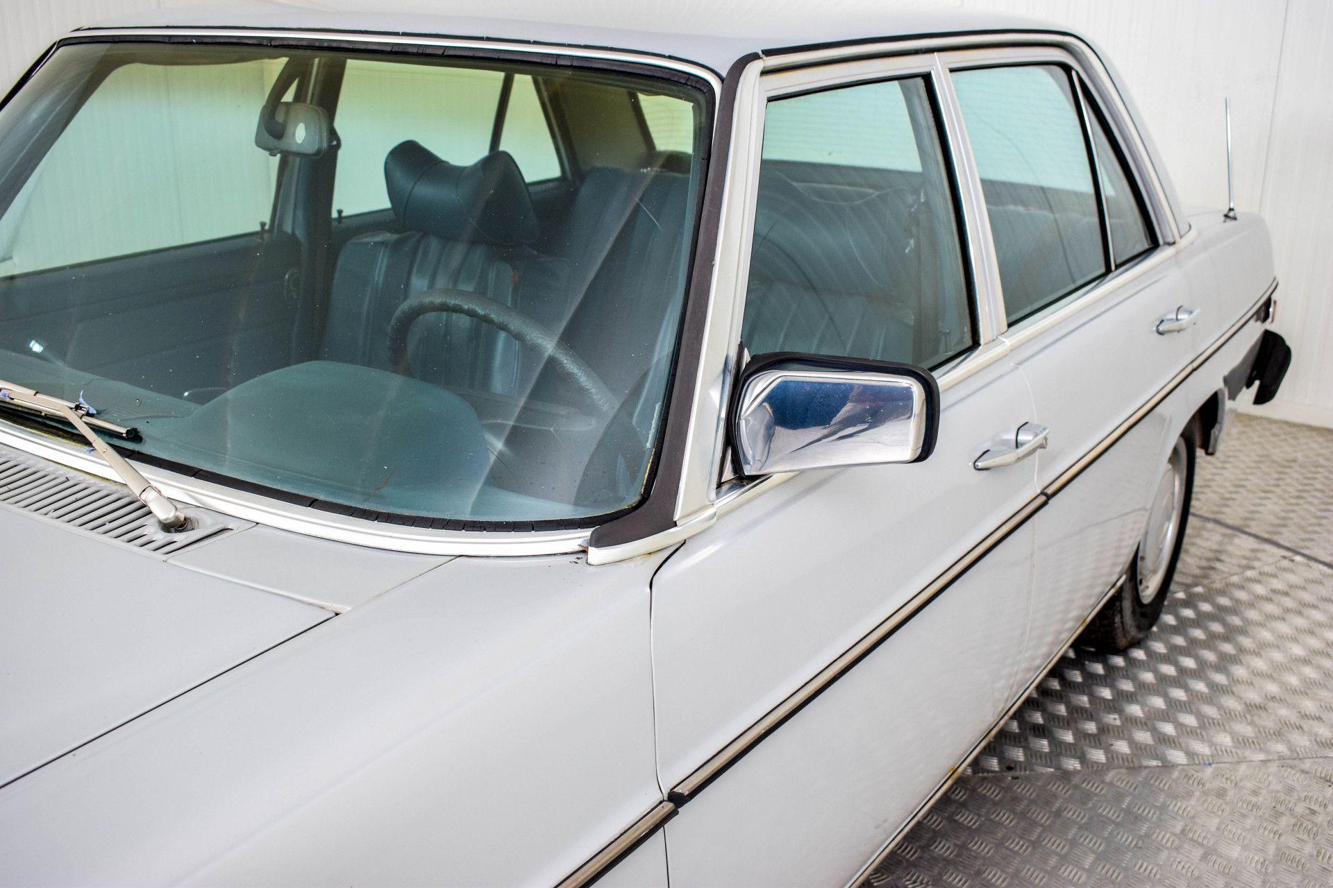 Mercedes-Benz 200-serie 240 D Foto 52