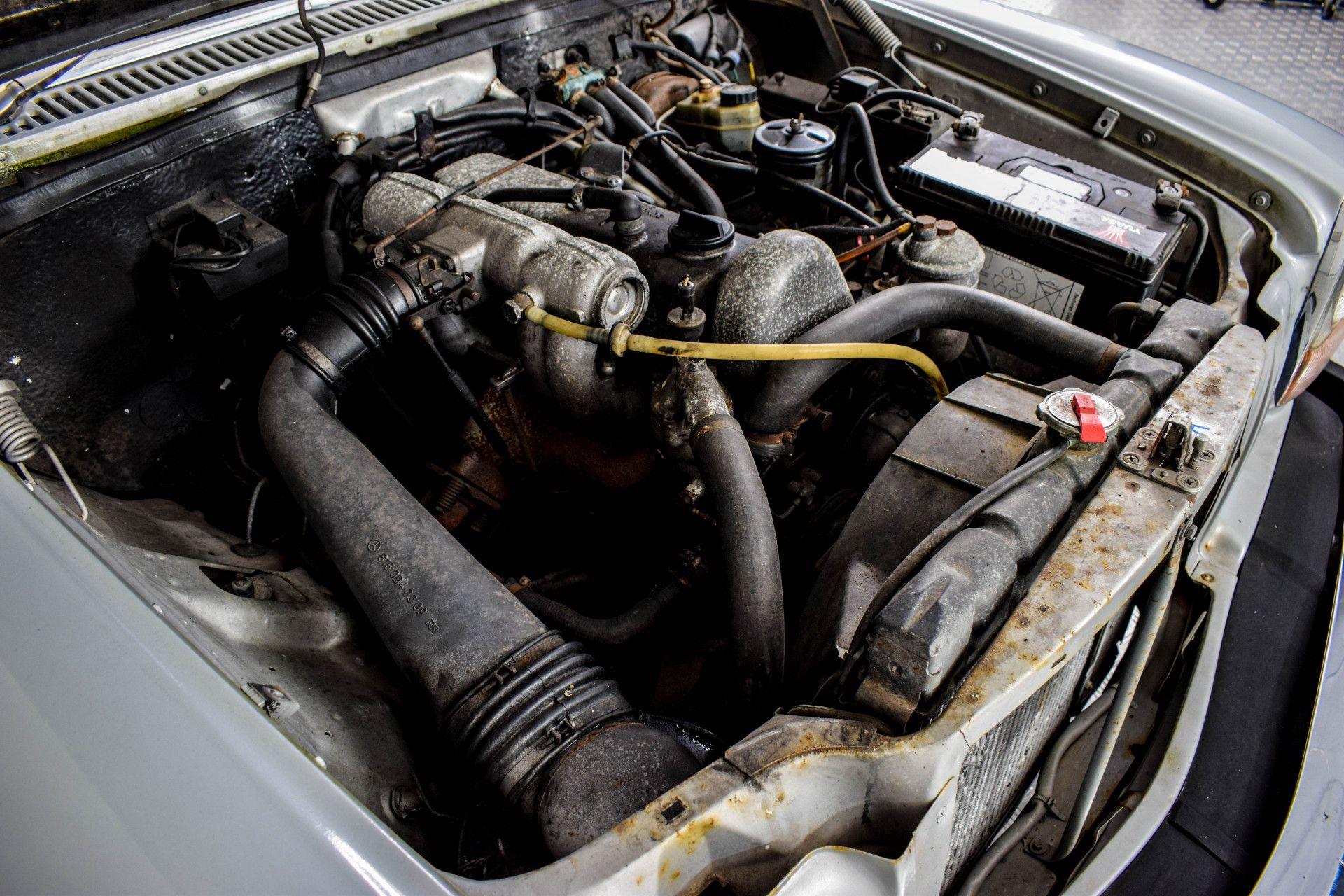 Mercedes-Benz 200-serie 240 D Foto 53