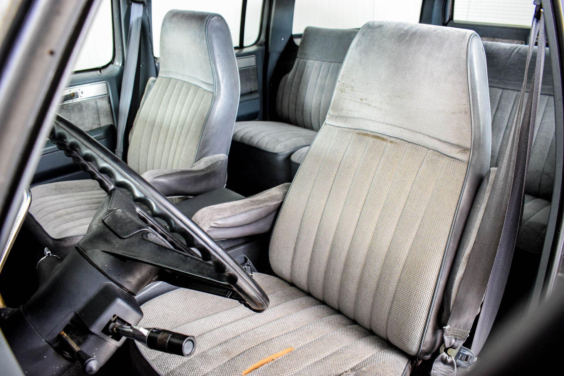 Chevrolet Silverado Suburban Foto 16