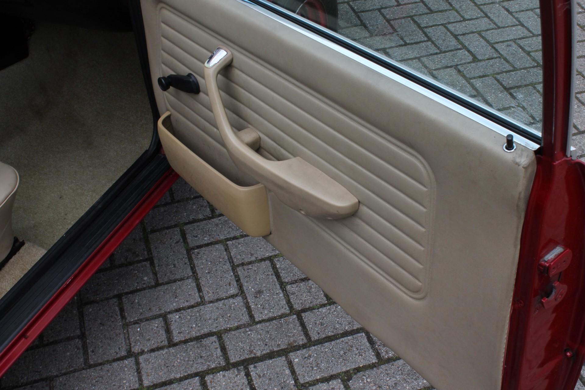BMW 3 Serie 320i Foto 22