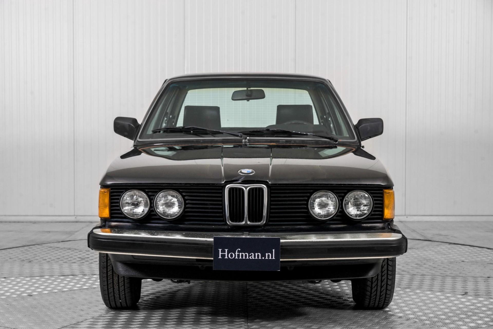BMW 3 Serie 320i Foto 16