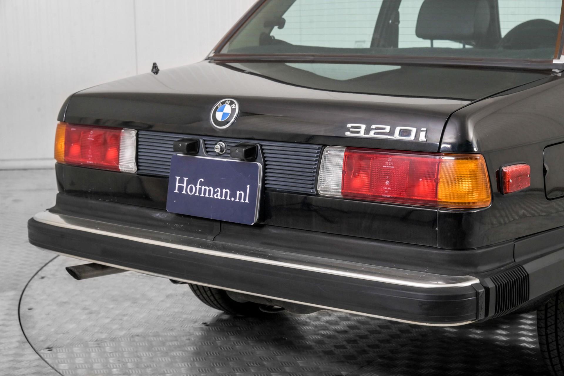 BMW 3 Serie 320i Foto 30
