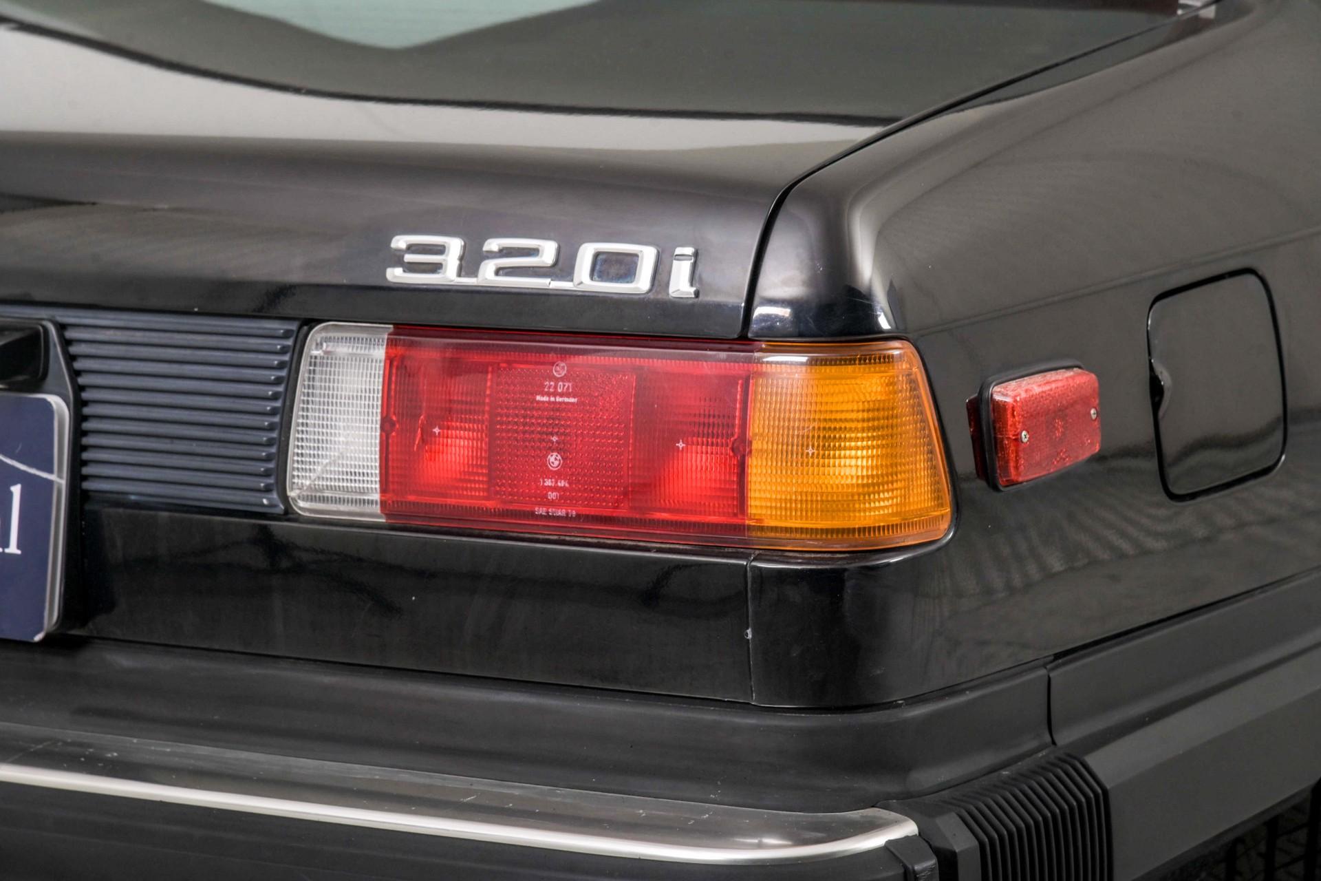 BMW 3 Serie 320i Foto 34