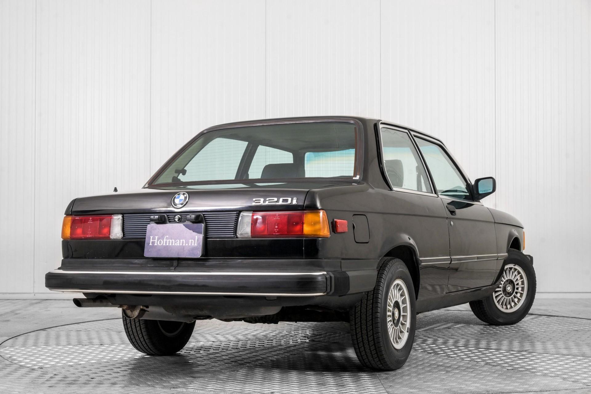 BMW 3 Serie 320i Foto 39