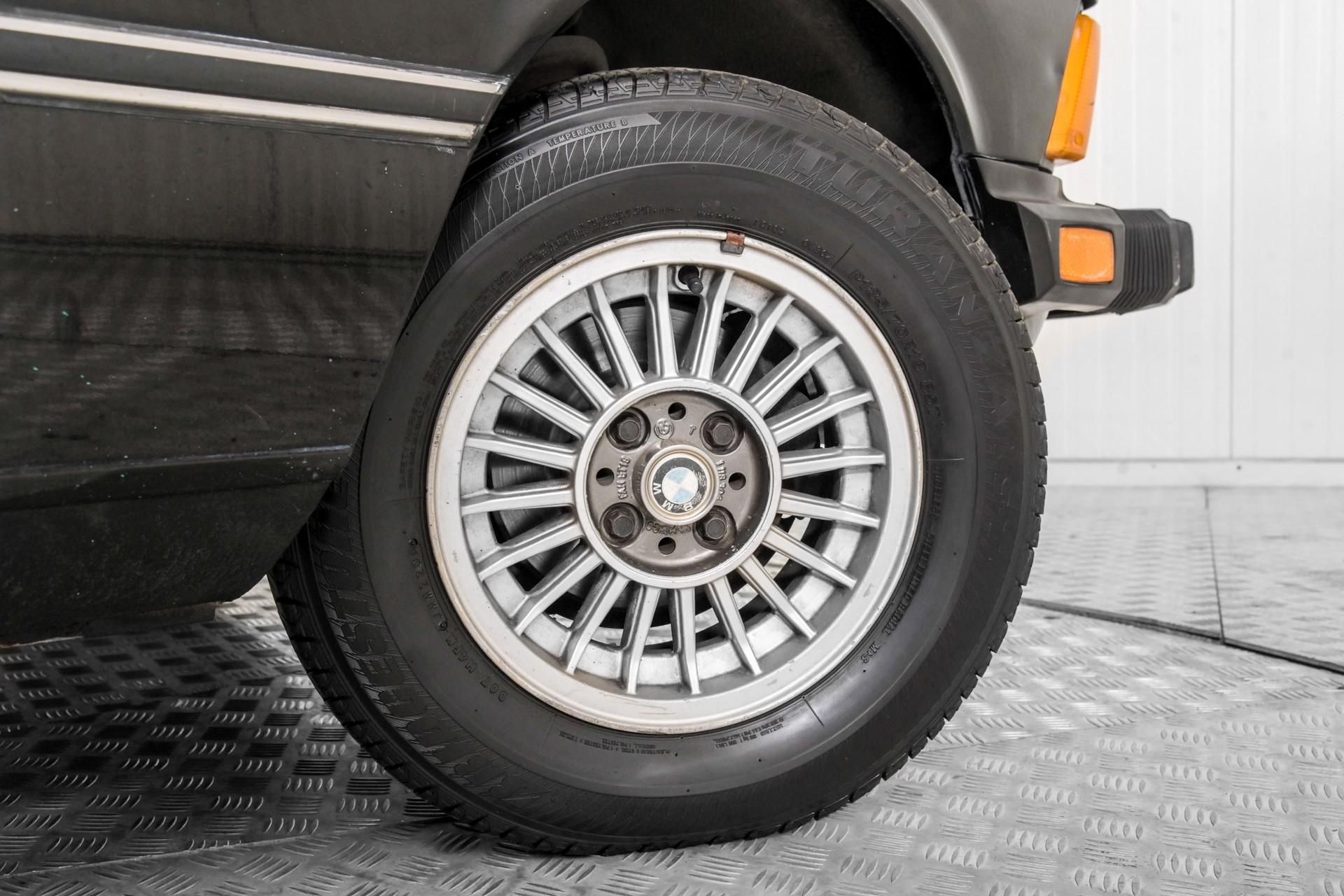 BMW 3 Serie 320i Foto 40