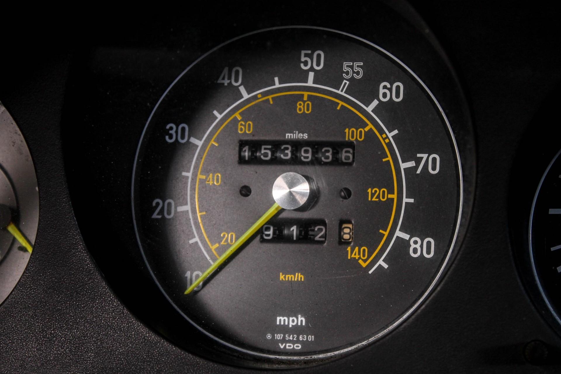 Mercedes-Benz SL-Klasse 380 SL Roadster Foto 23