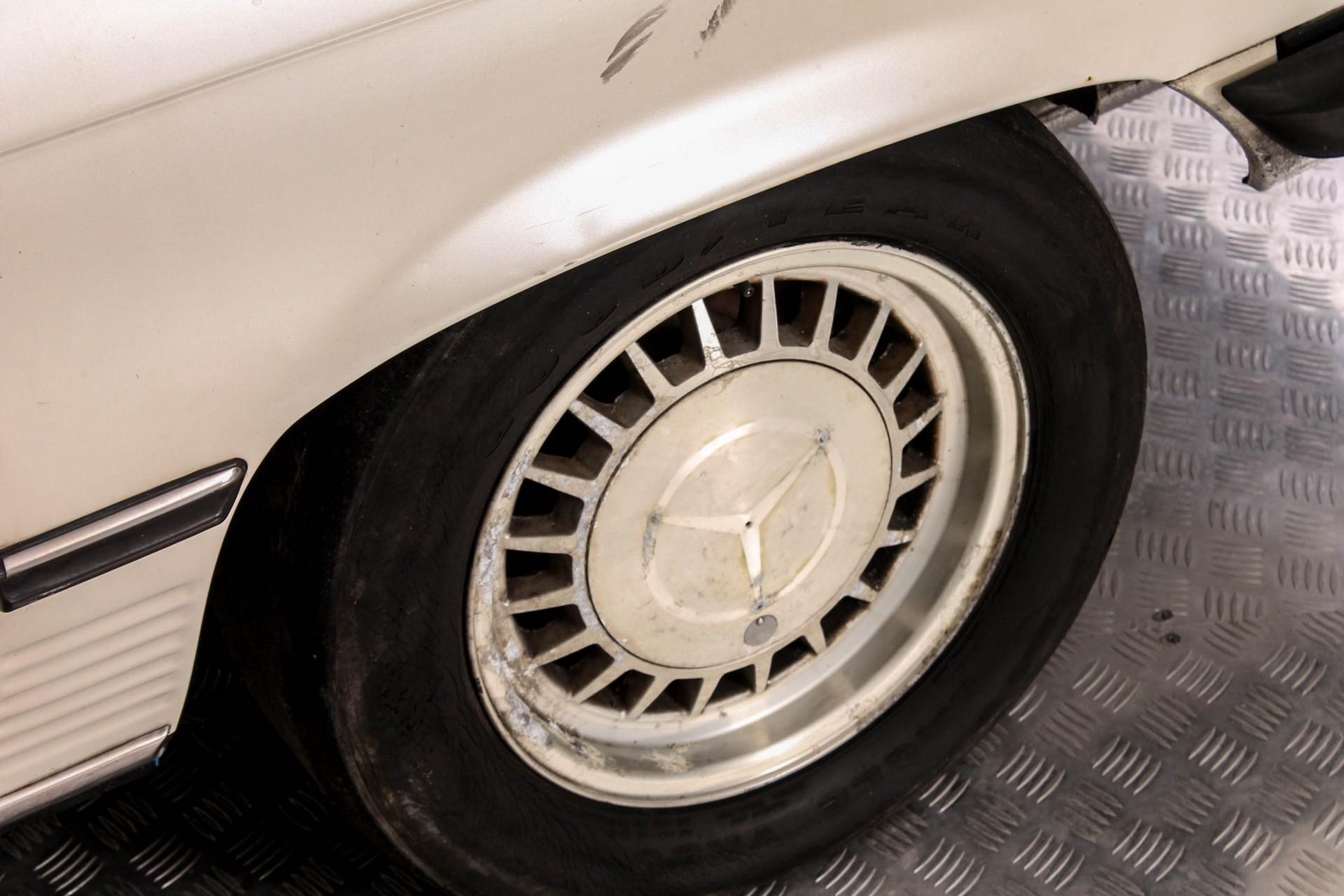 Mercedes-Benz SL-Klasse 380 SL Roadster Foto 29