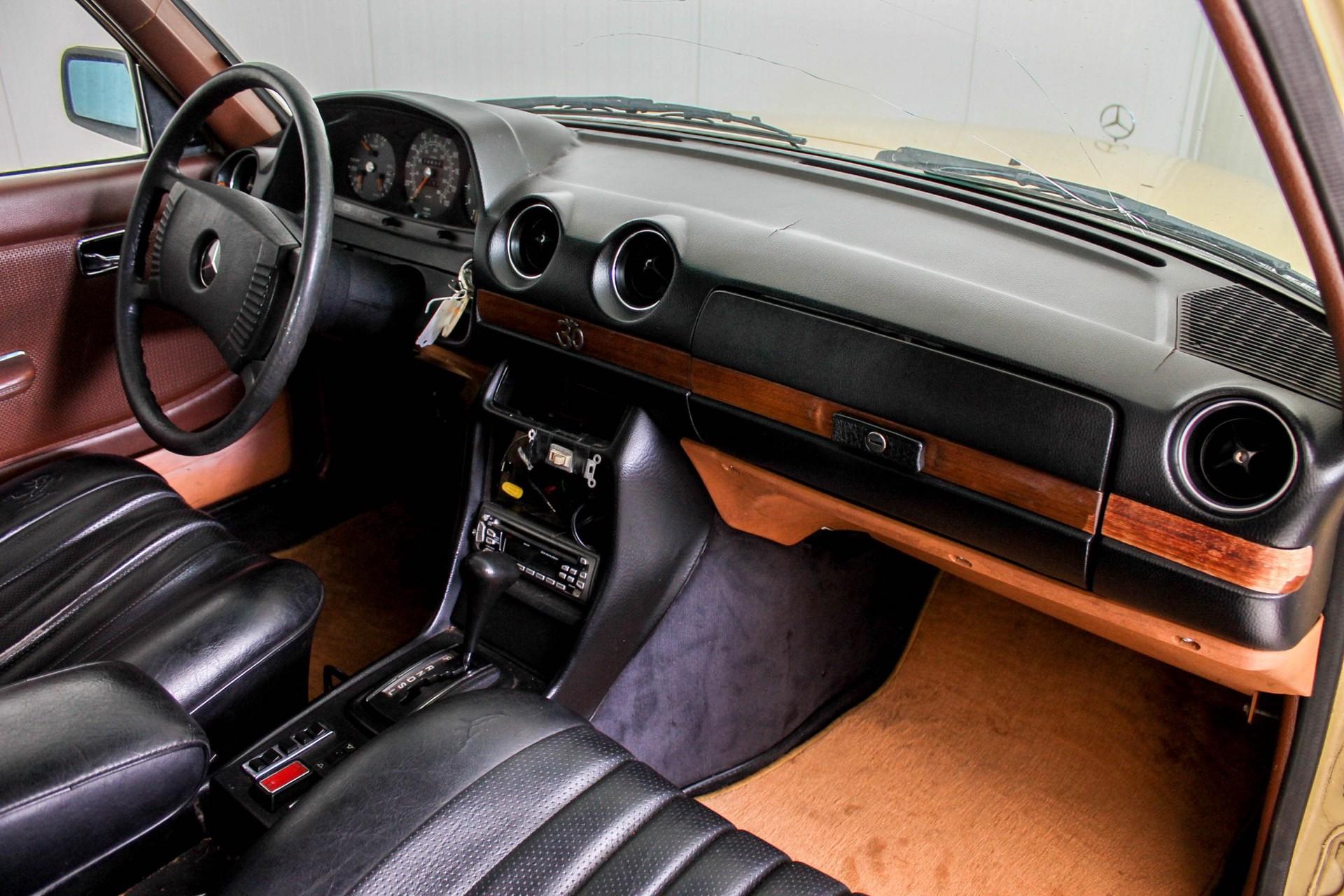 Mercedes-Benz 200-serie 300 TD Automaat Foto 16