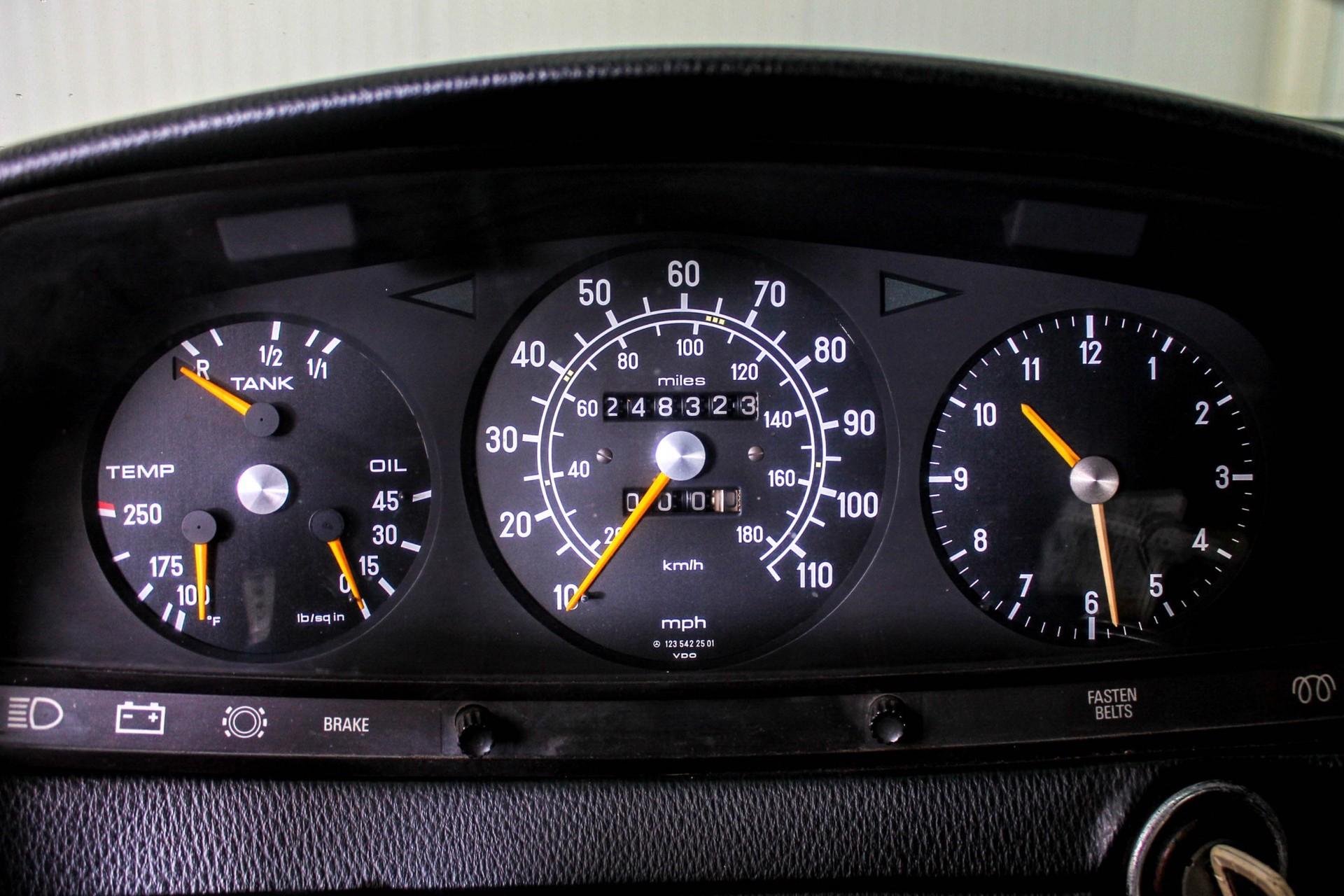 Mercedes-Benz 200-serie 300 TD Automaat Foto 22