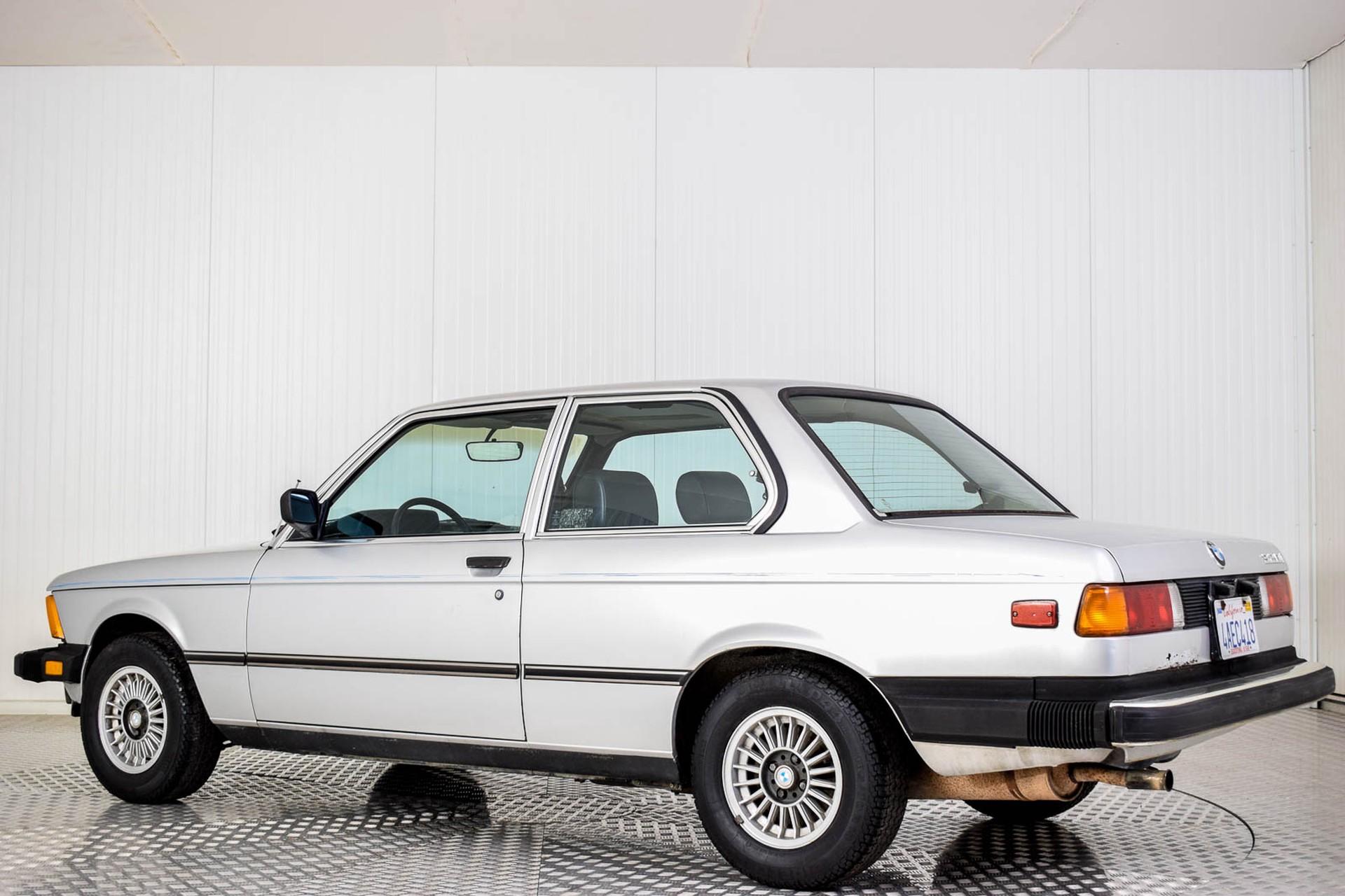BMW 3 Serie 320i Foto 23