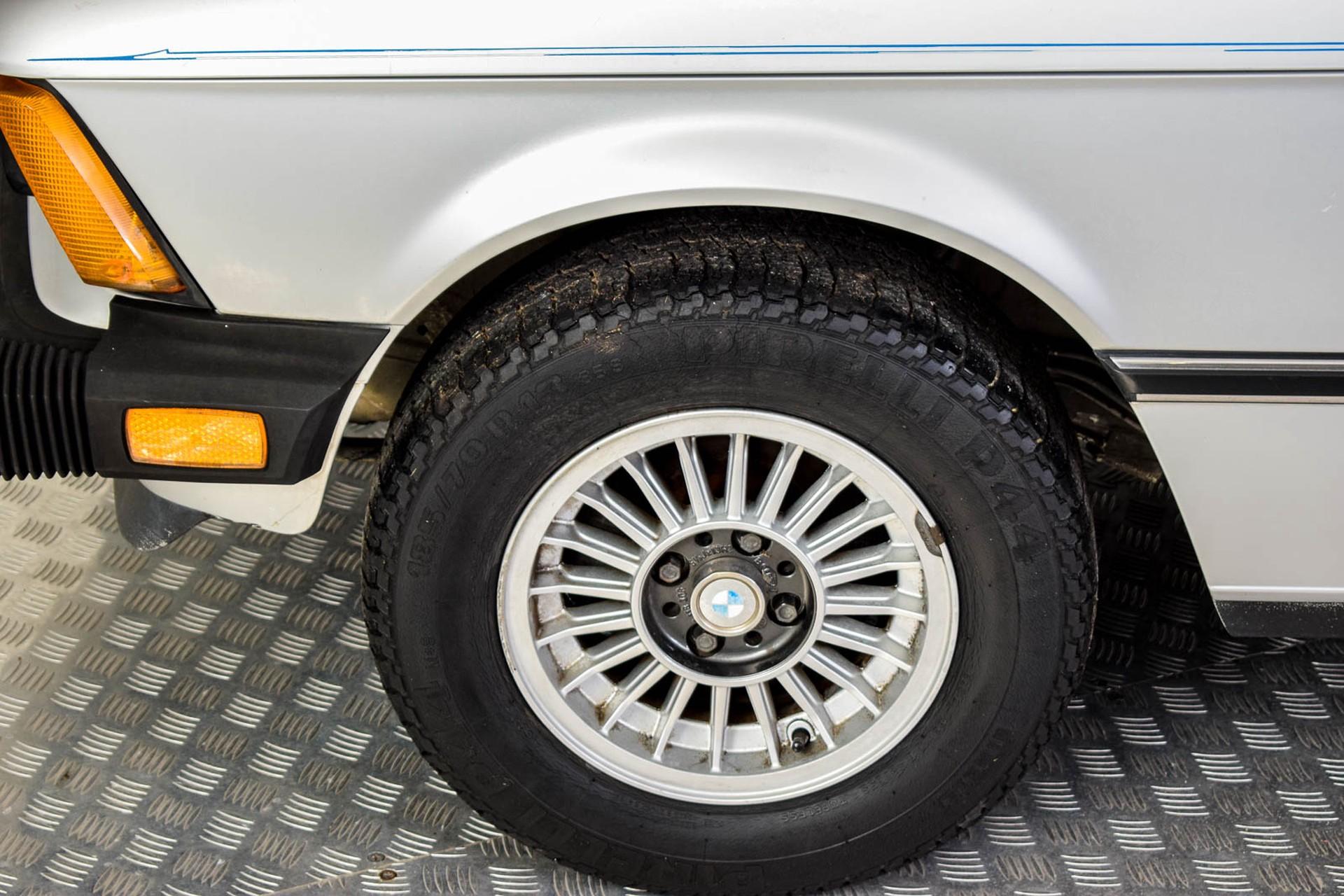 BMW 3 Serie 320i Foto 29