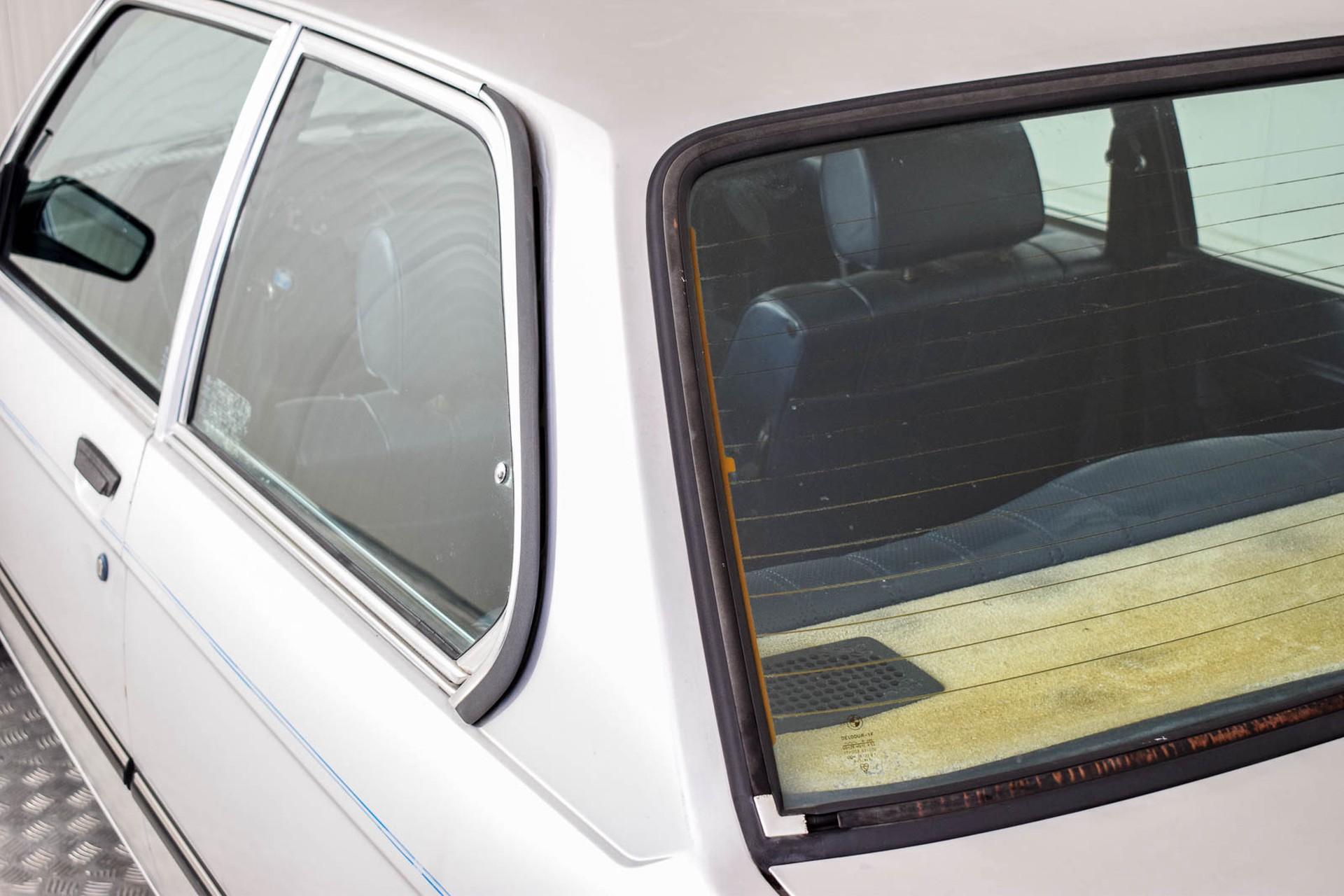 BMW 3 Serie 320i Foto 32