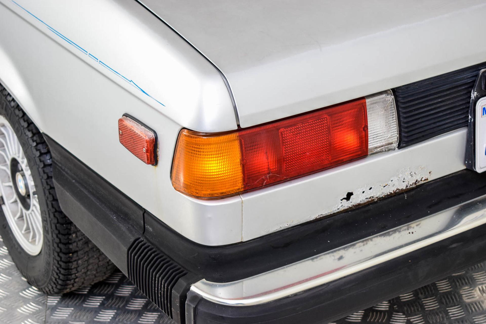 BMW 3 Serie 320i Foto 35