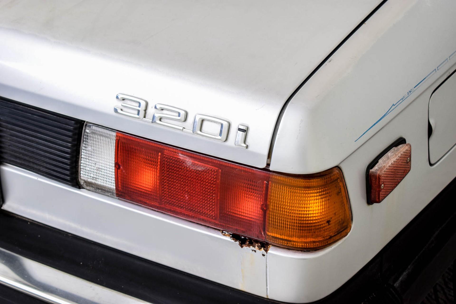 BMW 3 Serie 320i Foto 36