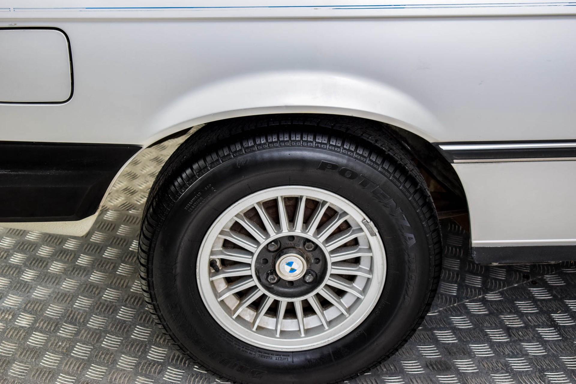 BMW 3 Serie 320i Foto 41