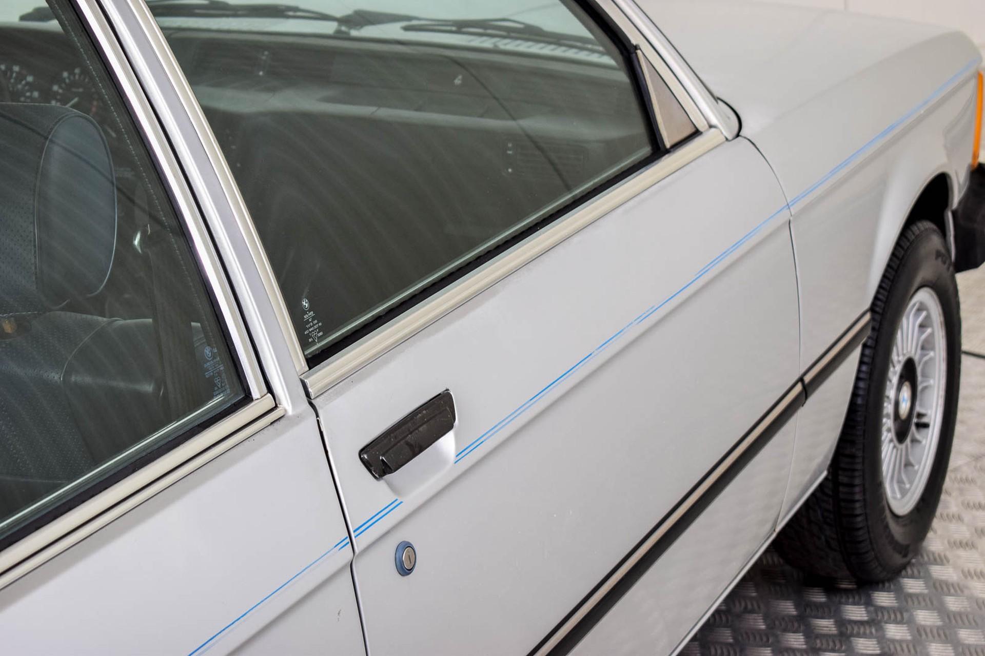 BMW 3 Serie 320i Foto 43