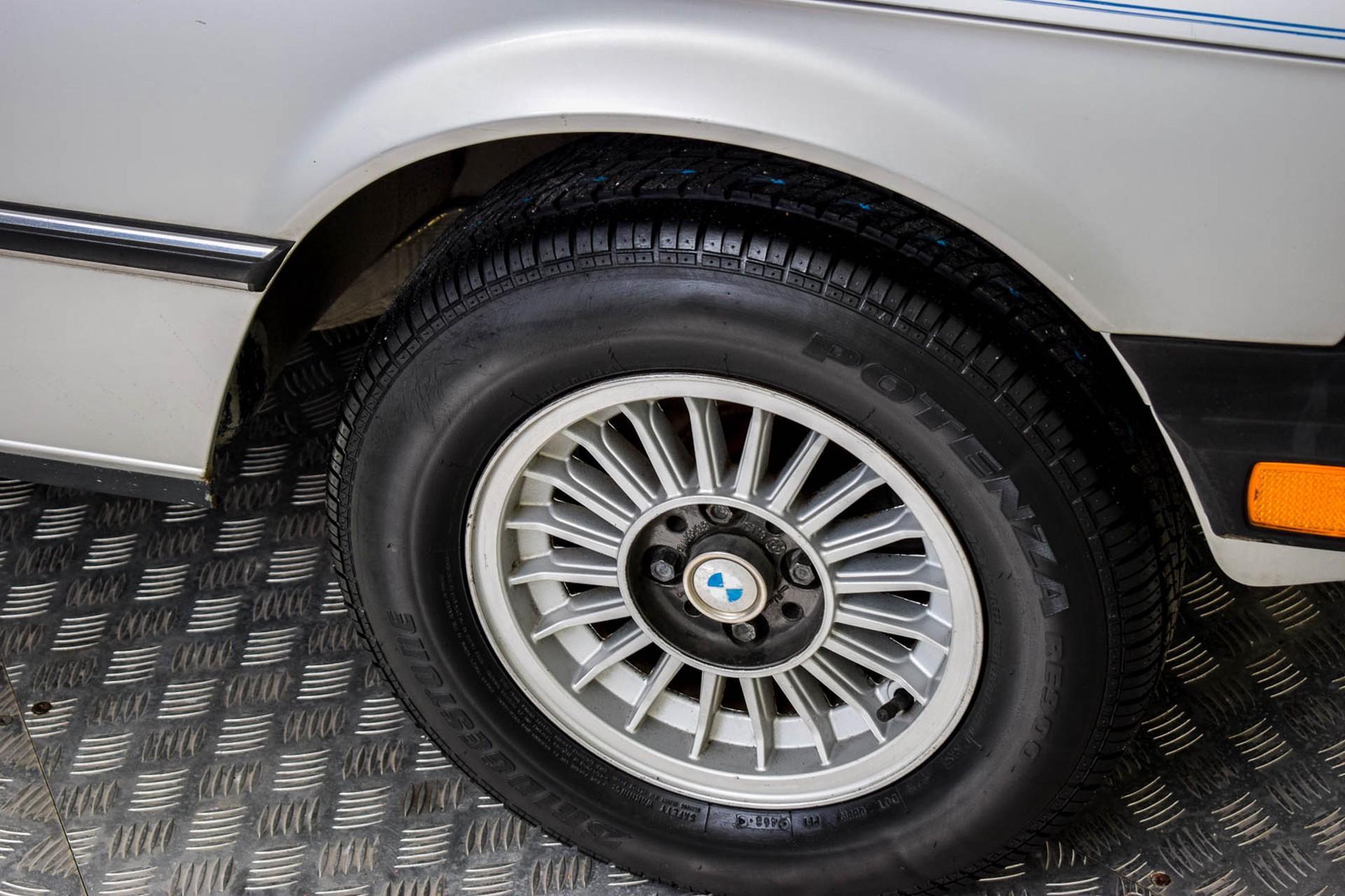 BMW 3 Serie 320i Foto 45