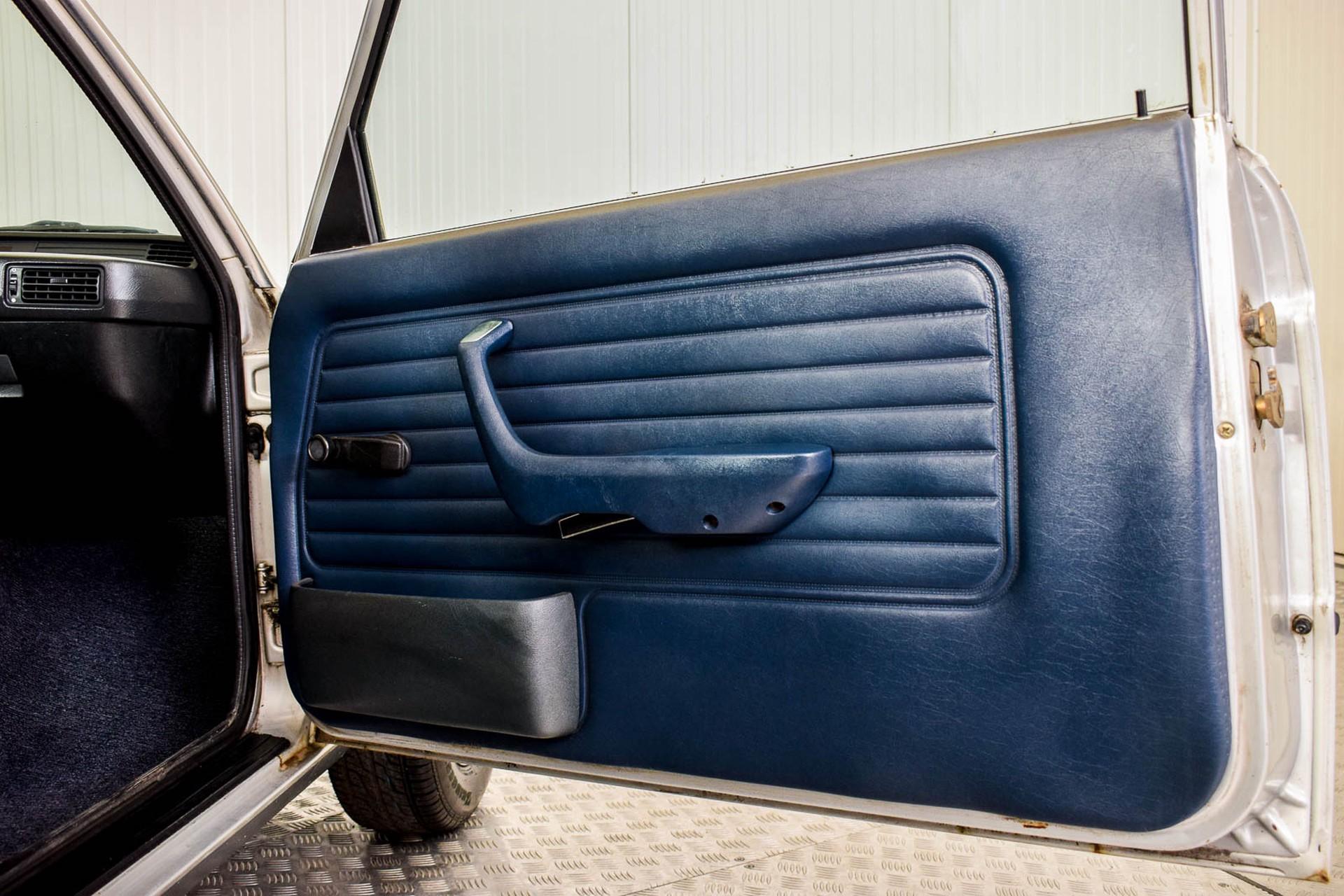 BMW 3 Serie 320i Foto 47