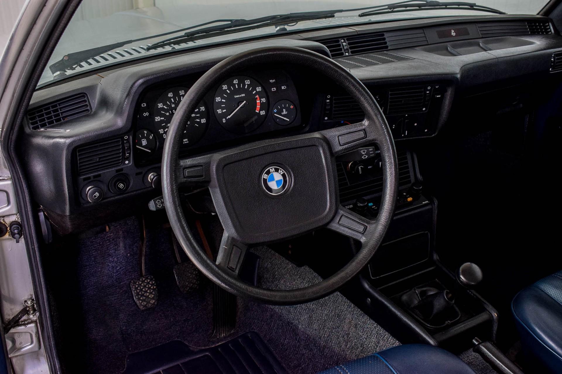 BMW 3 Serie 320i Foto 54