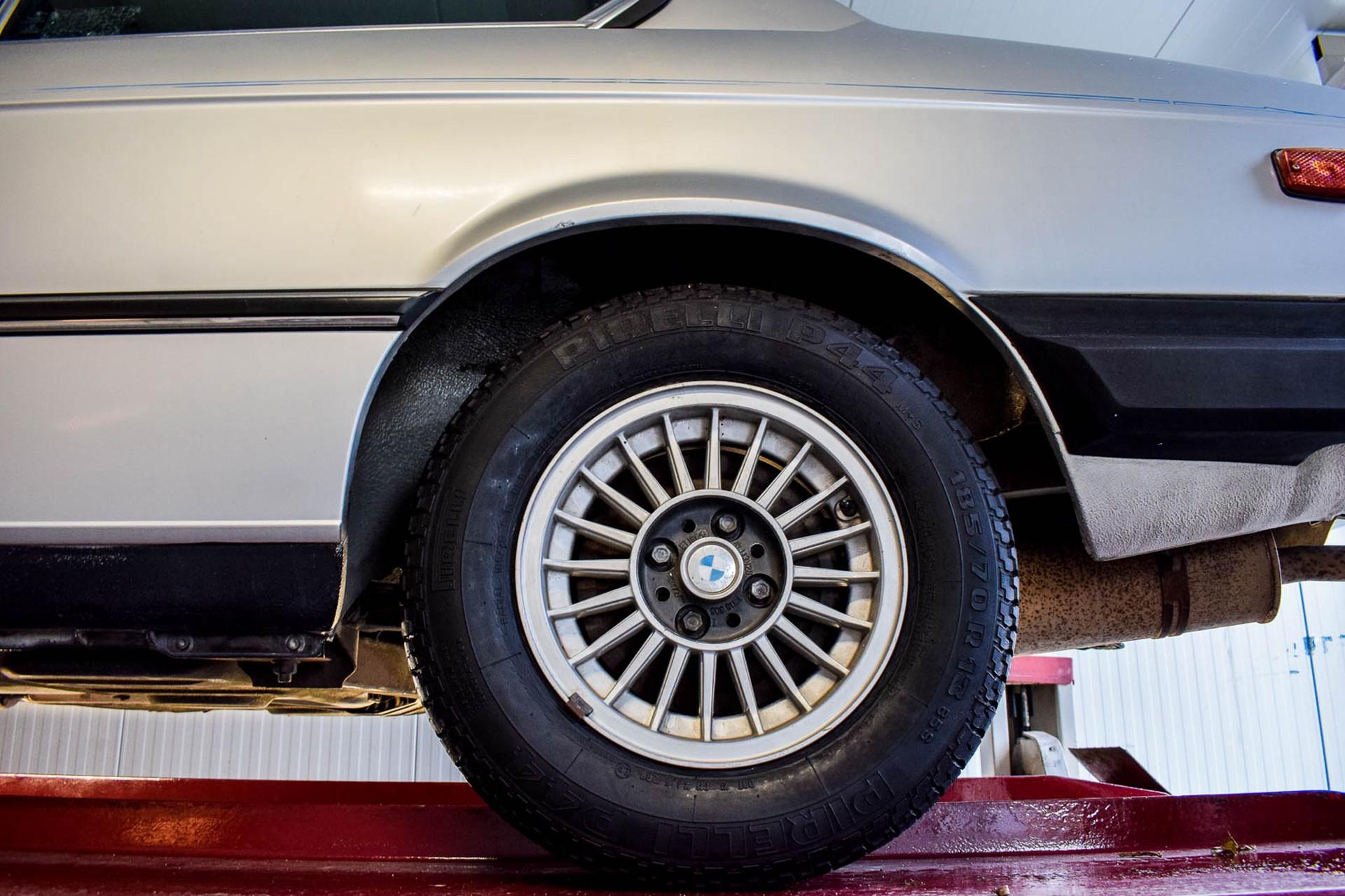 BMW 3 Serie 320i Foto 67