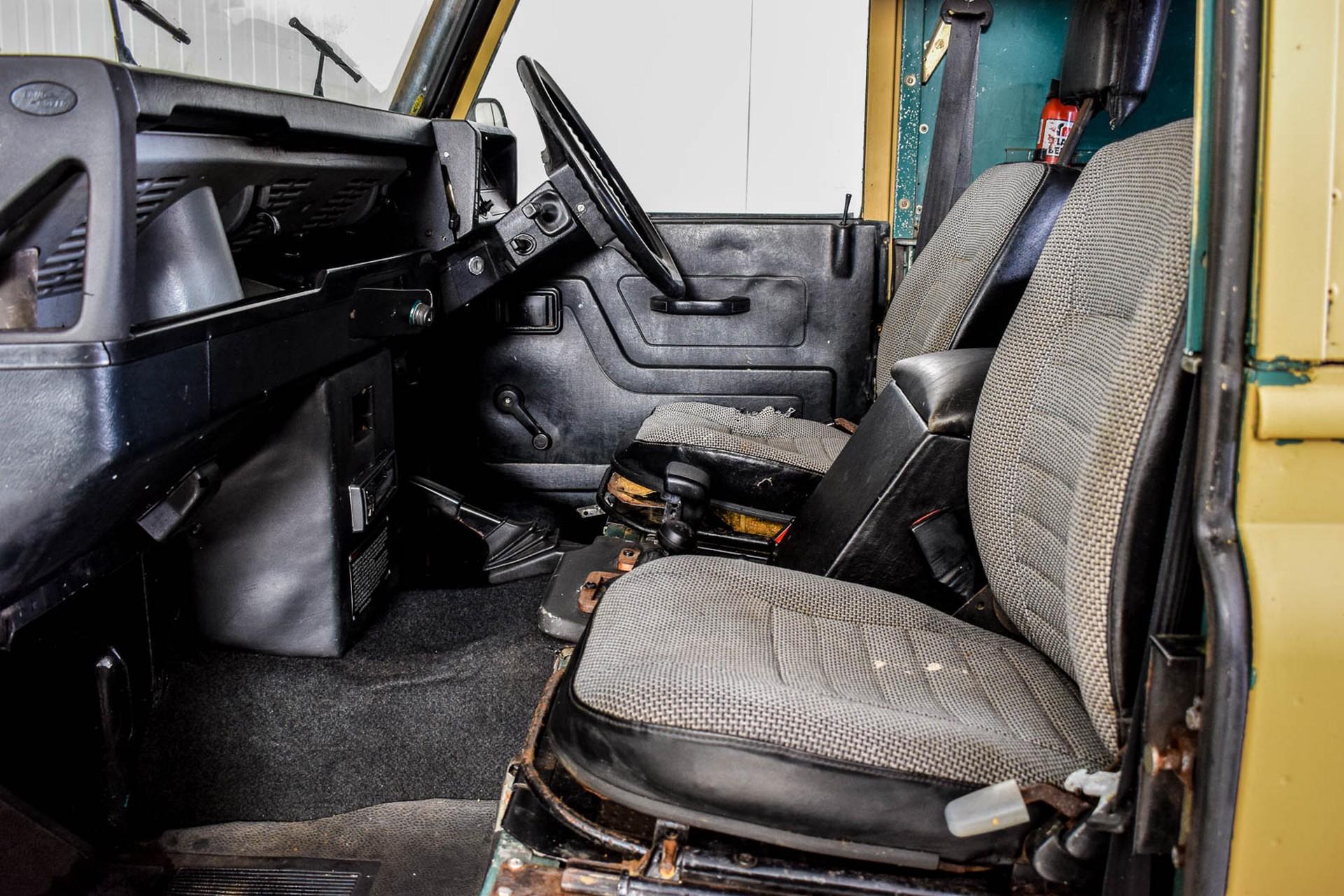 Land Rover Defender 90 2.5 TDi Automaat Foto 14