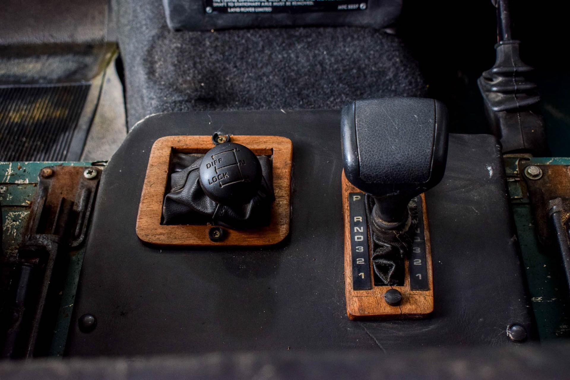 Land Rover Defender 90 2.5 TDi Automaat Foto 21