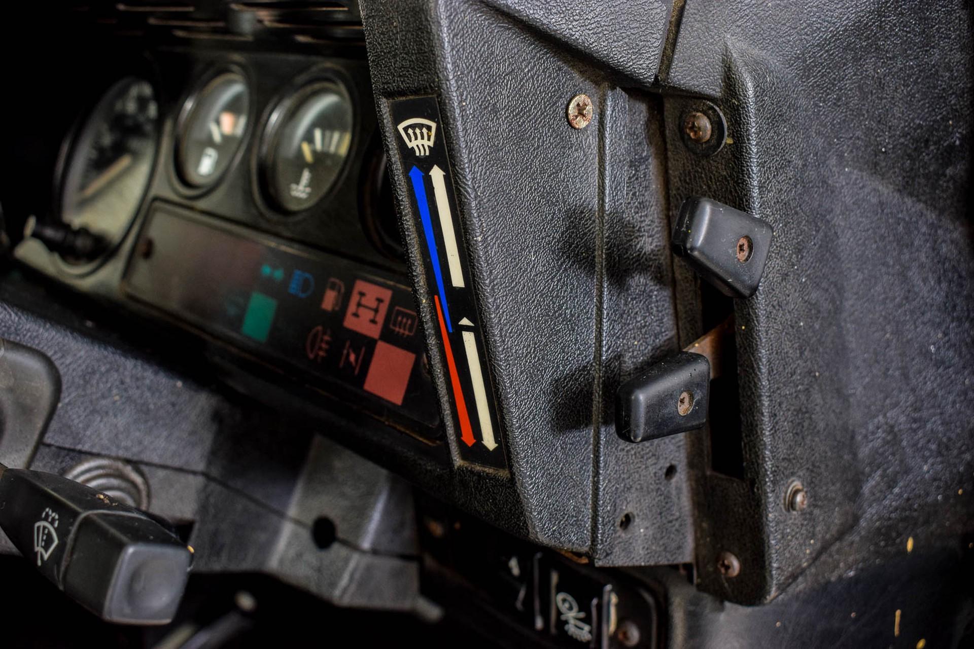 Land Rover Defender 90 2.5 TDi Automaat Foto 37