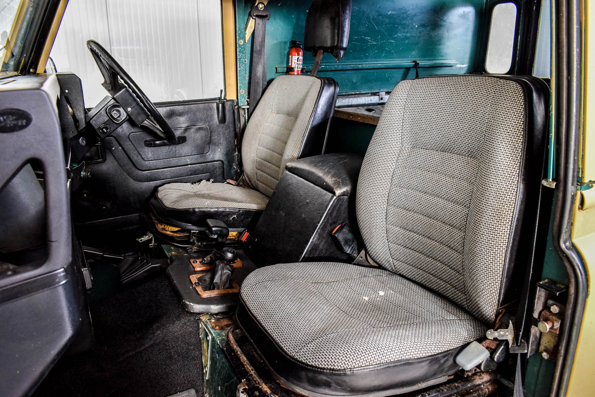 Land Rover Defender 90 2.5 TDi Automaat Foto 5