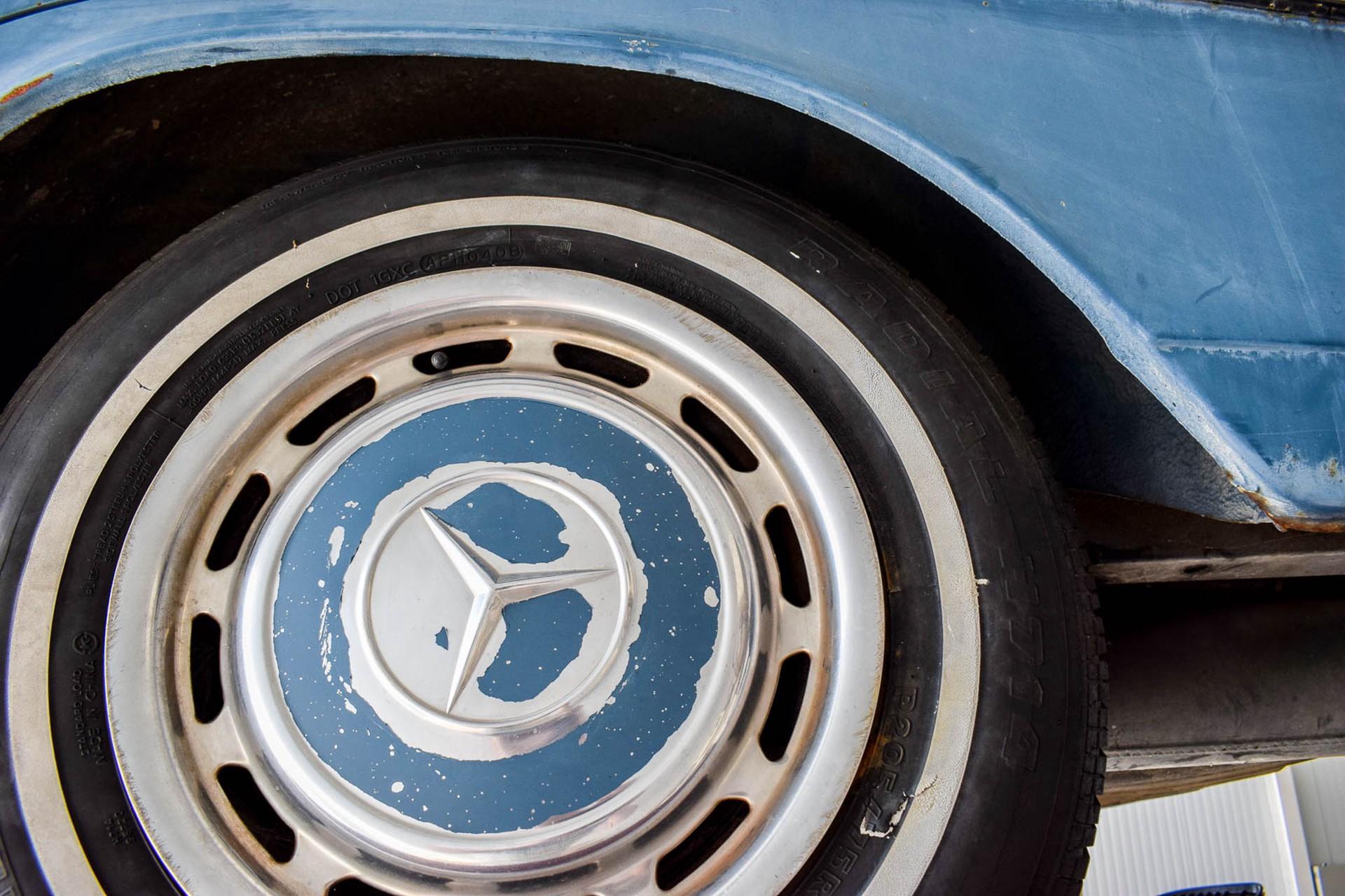 Mercedes-Benz 200-serie 300D Foto 44