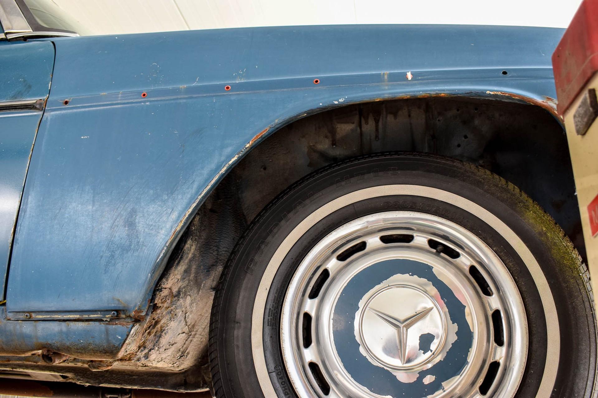 Mercedes-Benz 200-serie 300D Foto 48