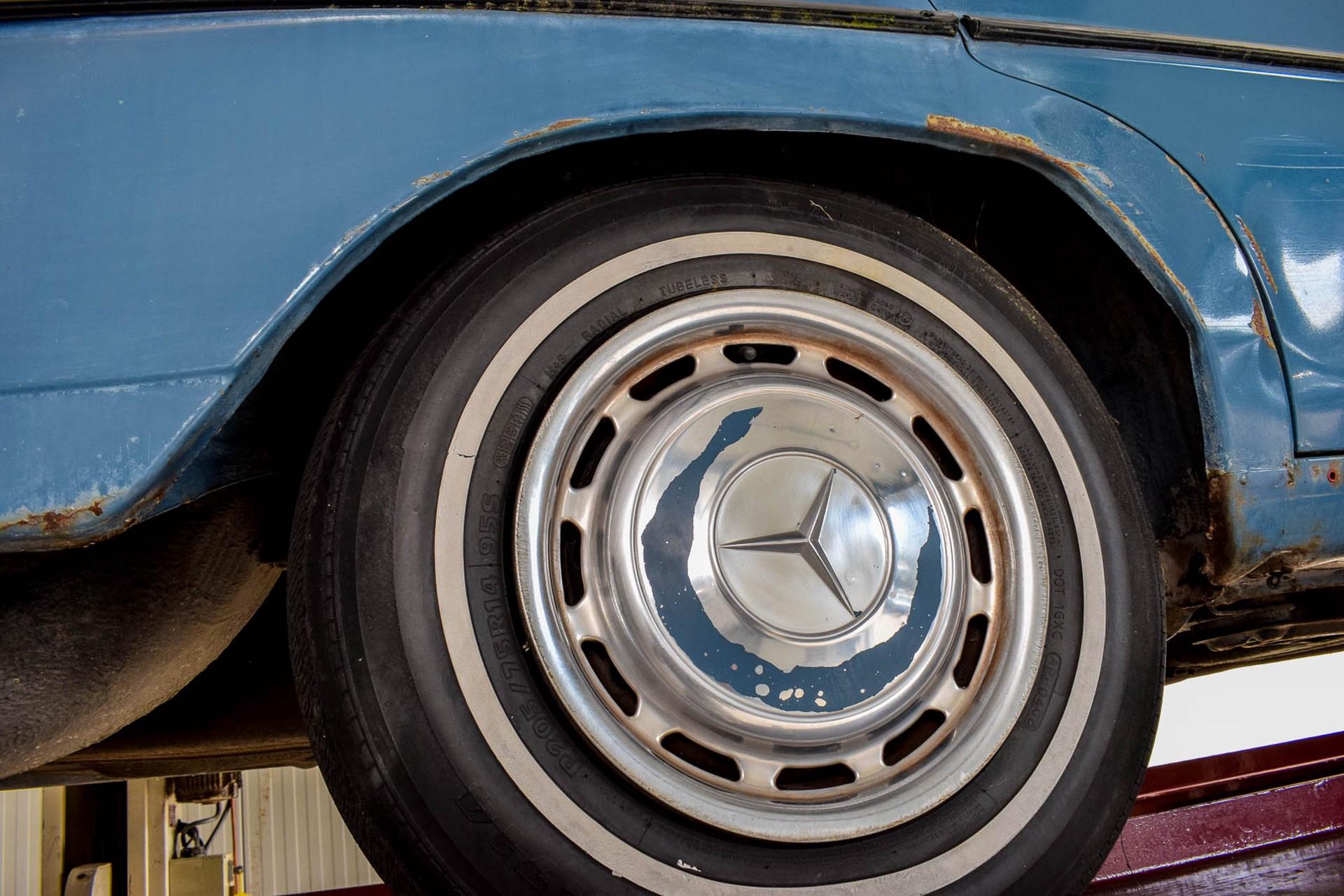 Mercedes-Benz 200-serie 300D Foto 51