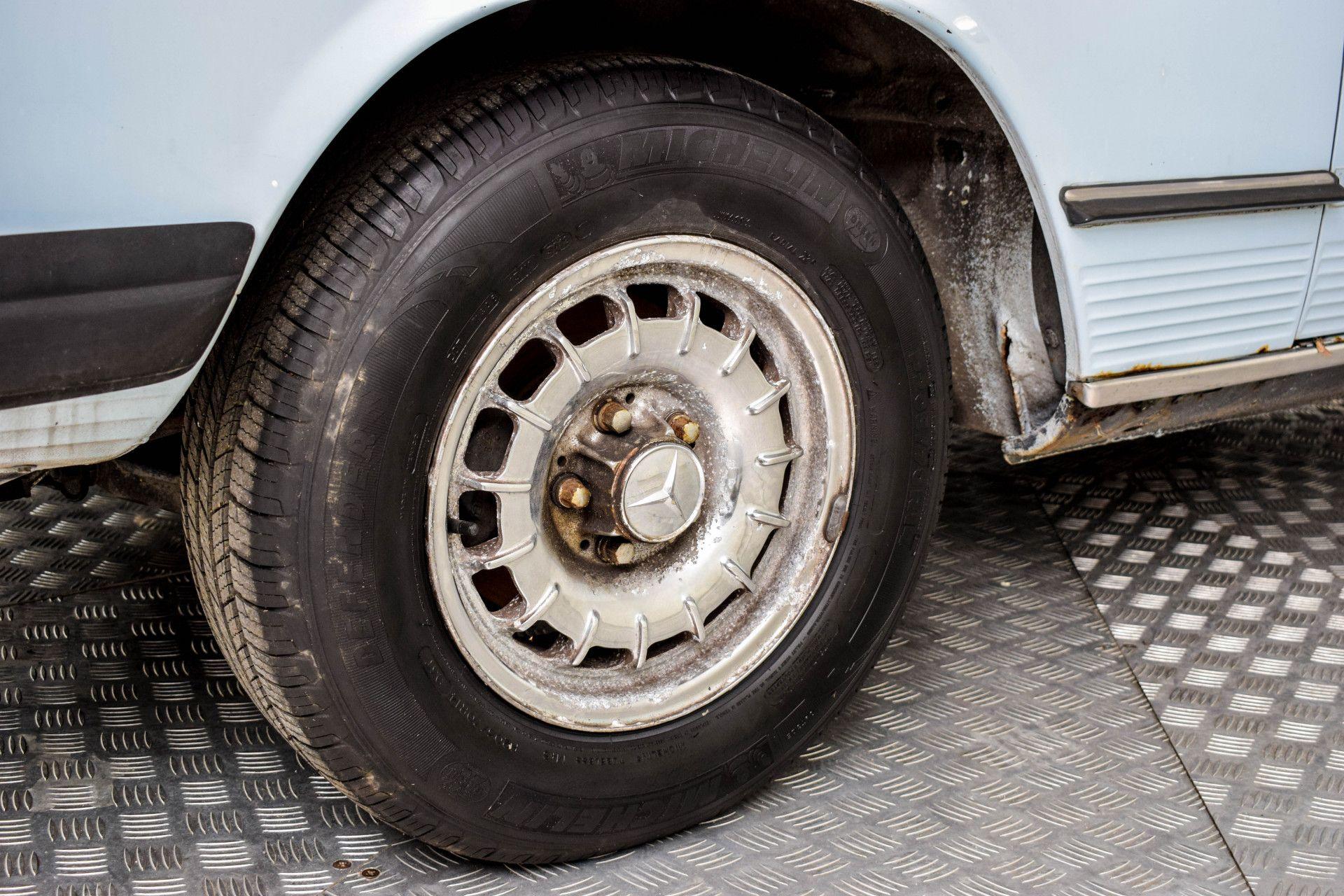 Mercedes-Benz SL-Klasse 450 SL Roadster Foto 35