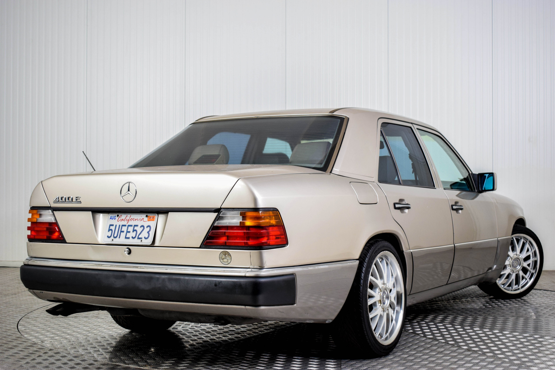 Mercedes-Benz 200-serie 400 E V8 Foto 10