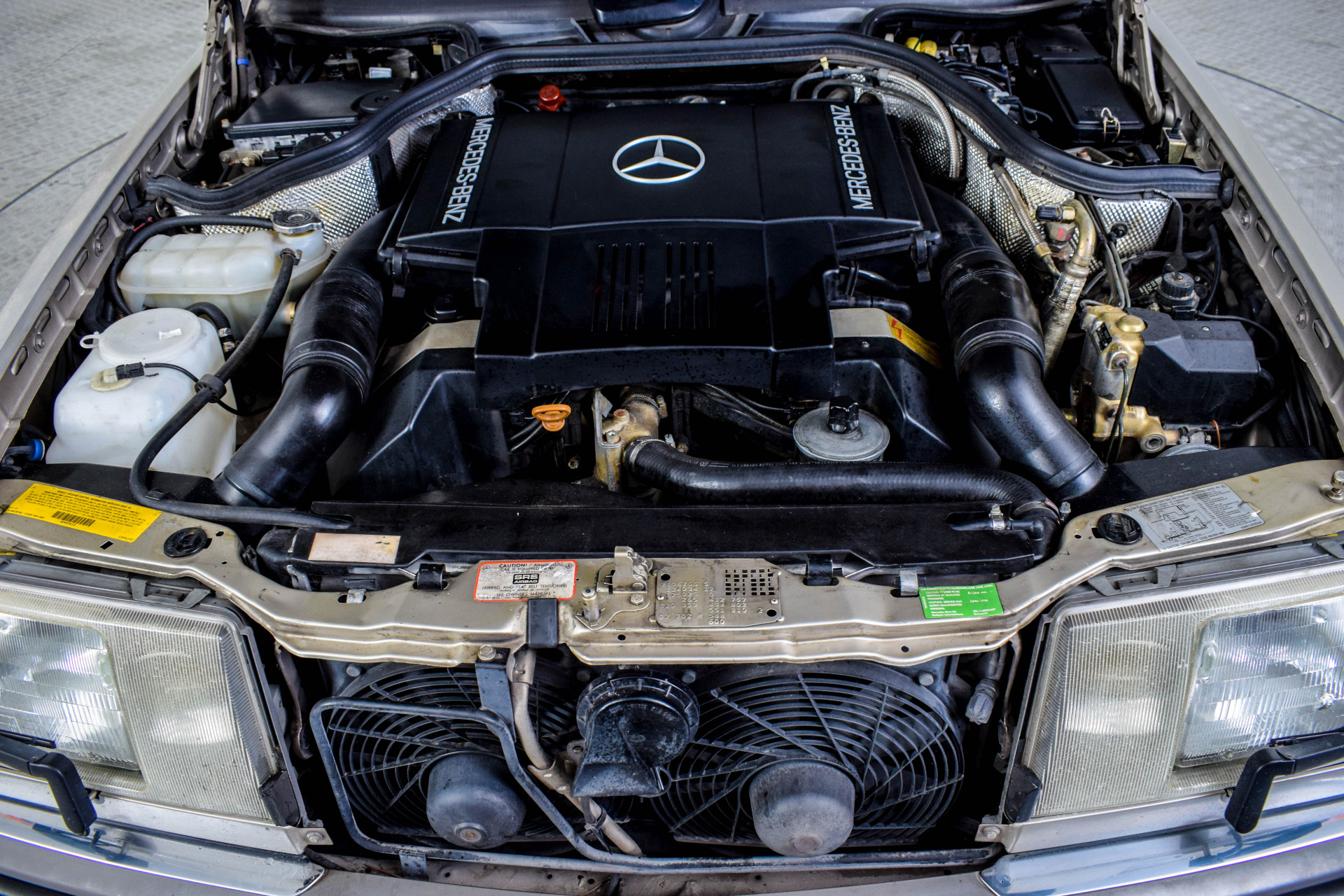 Mercedes-Benz 200-serie 400 E V8 Foto 17