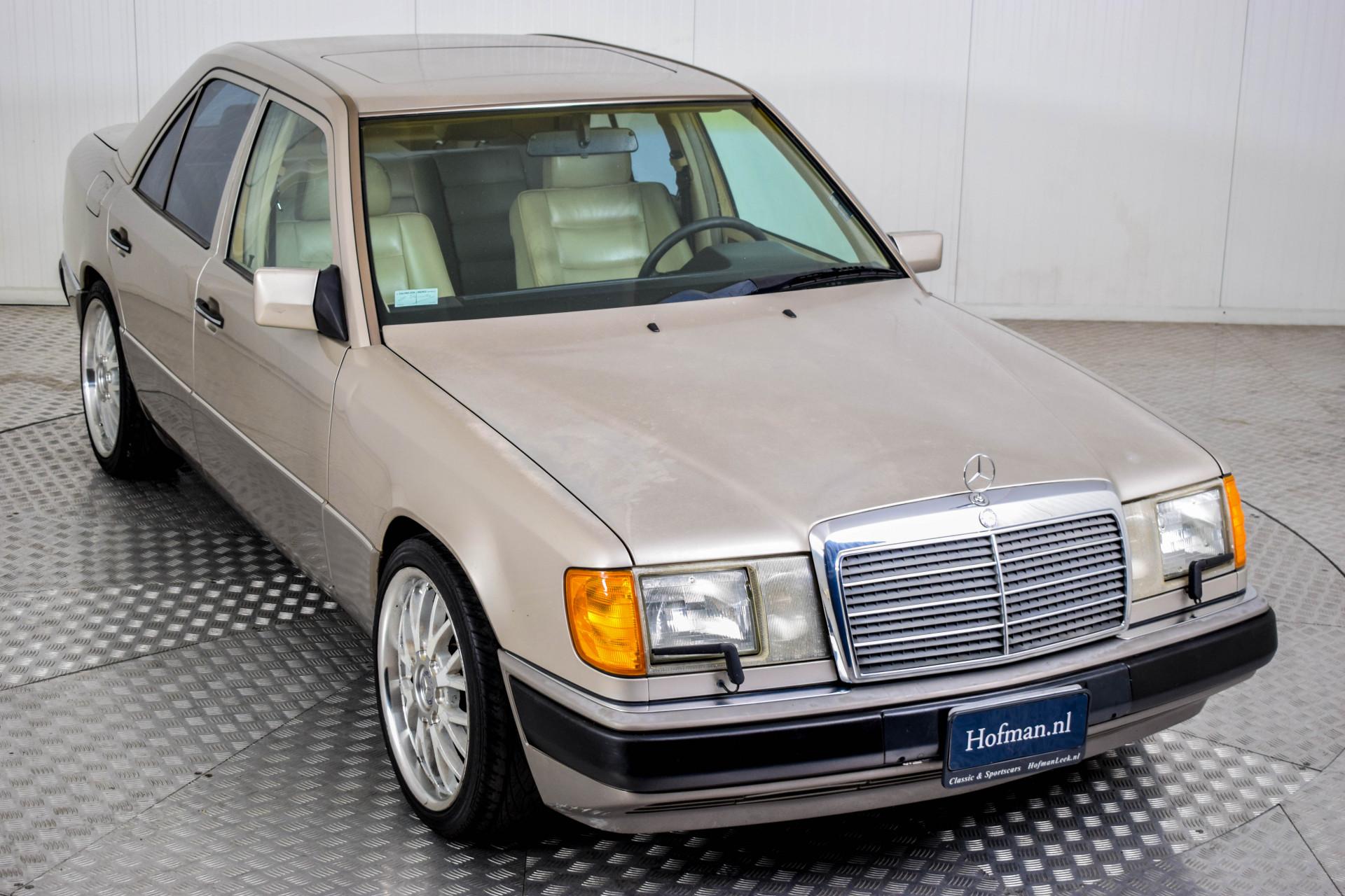Mercedes-Benz 200-serie 400 E V8 Foto 21