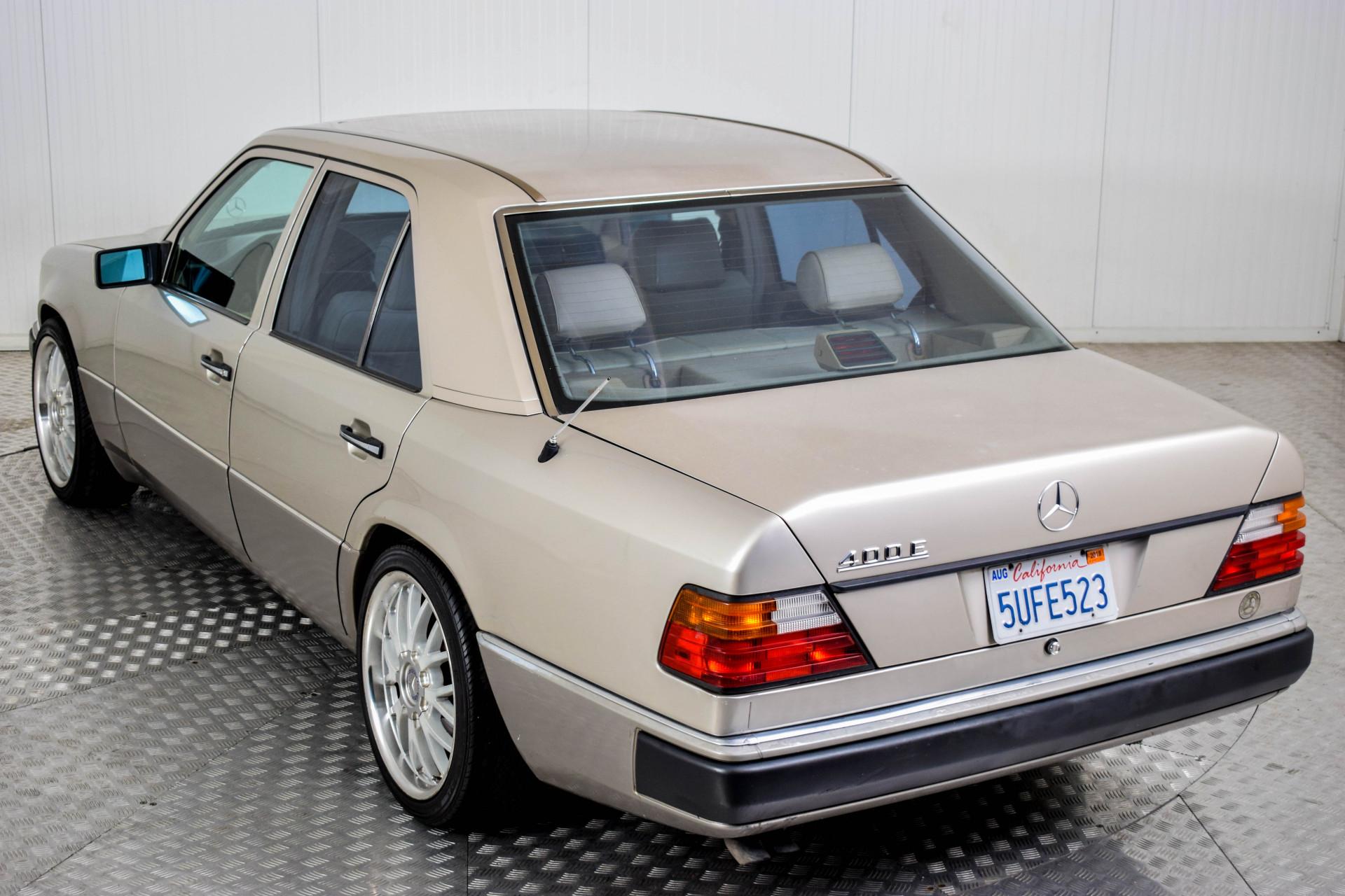 Mercedes-Benz 200-serie 400 E V8 Foto 22