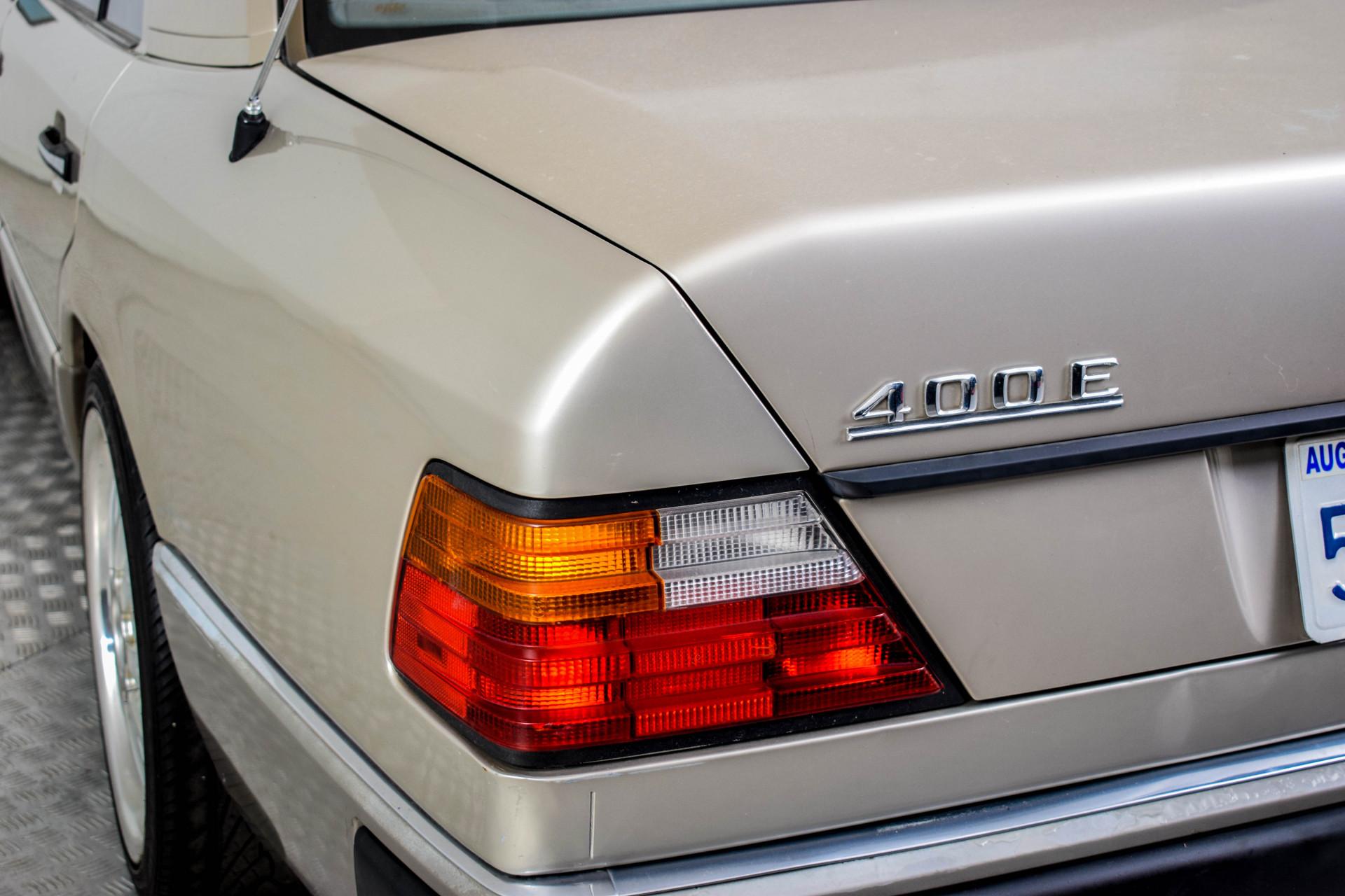 Mercedes-Benz 200-serie 400 E V8 Foto 23
