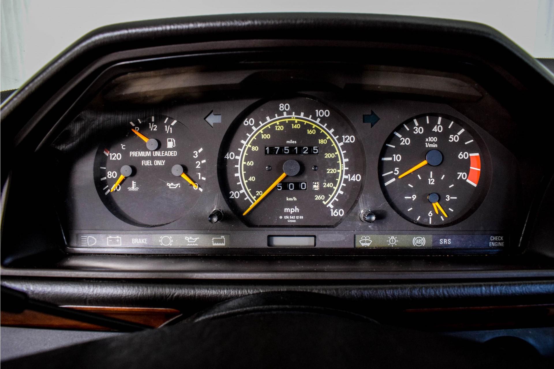 Mercedes-Benz 200-serie 400 E V8 Foto 26