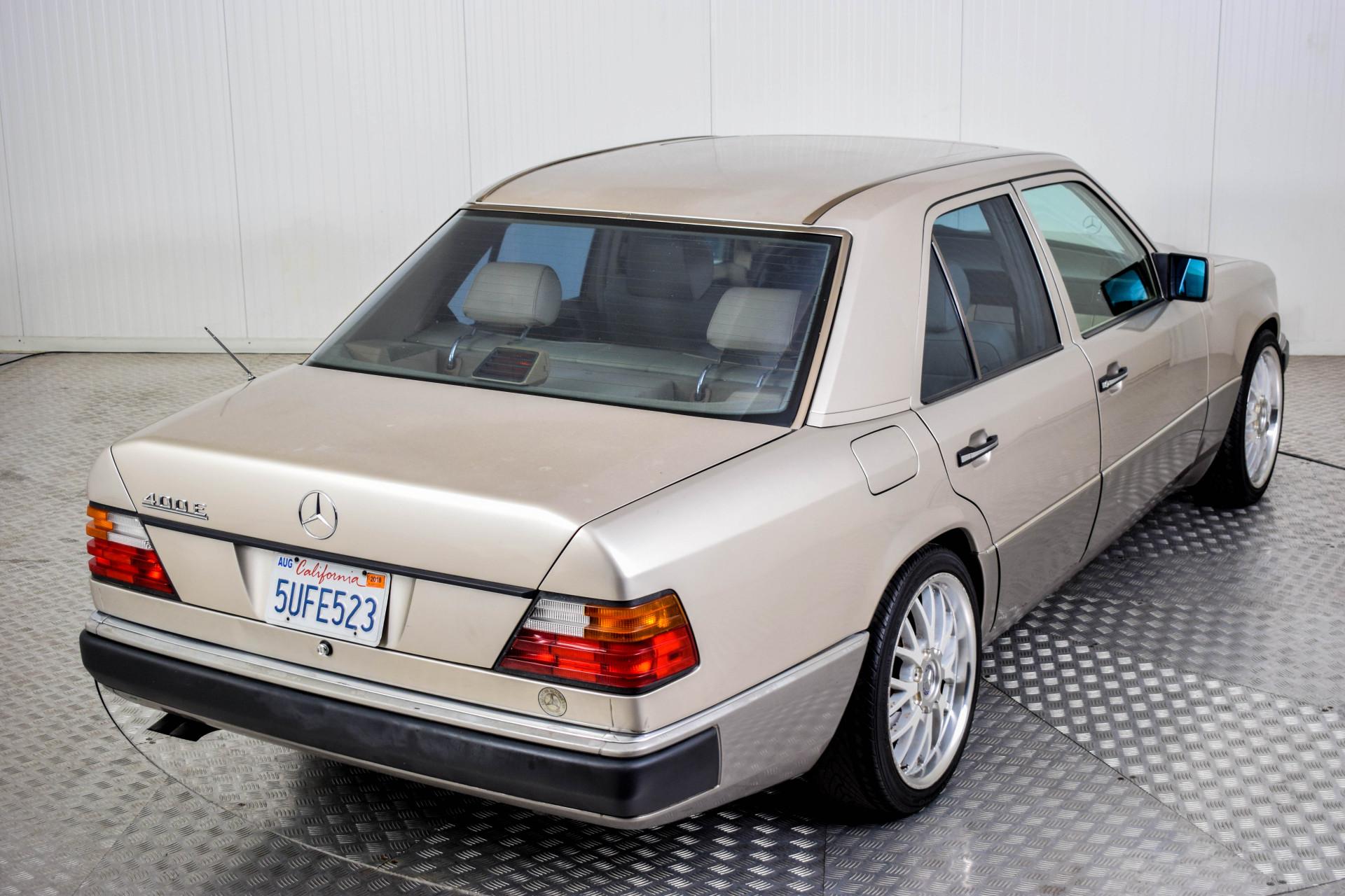 Mercedes-Benz 200-serie 400 E V8 Foto 28