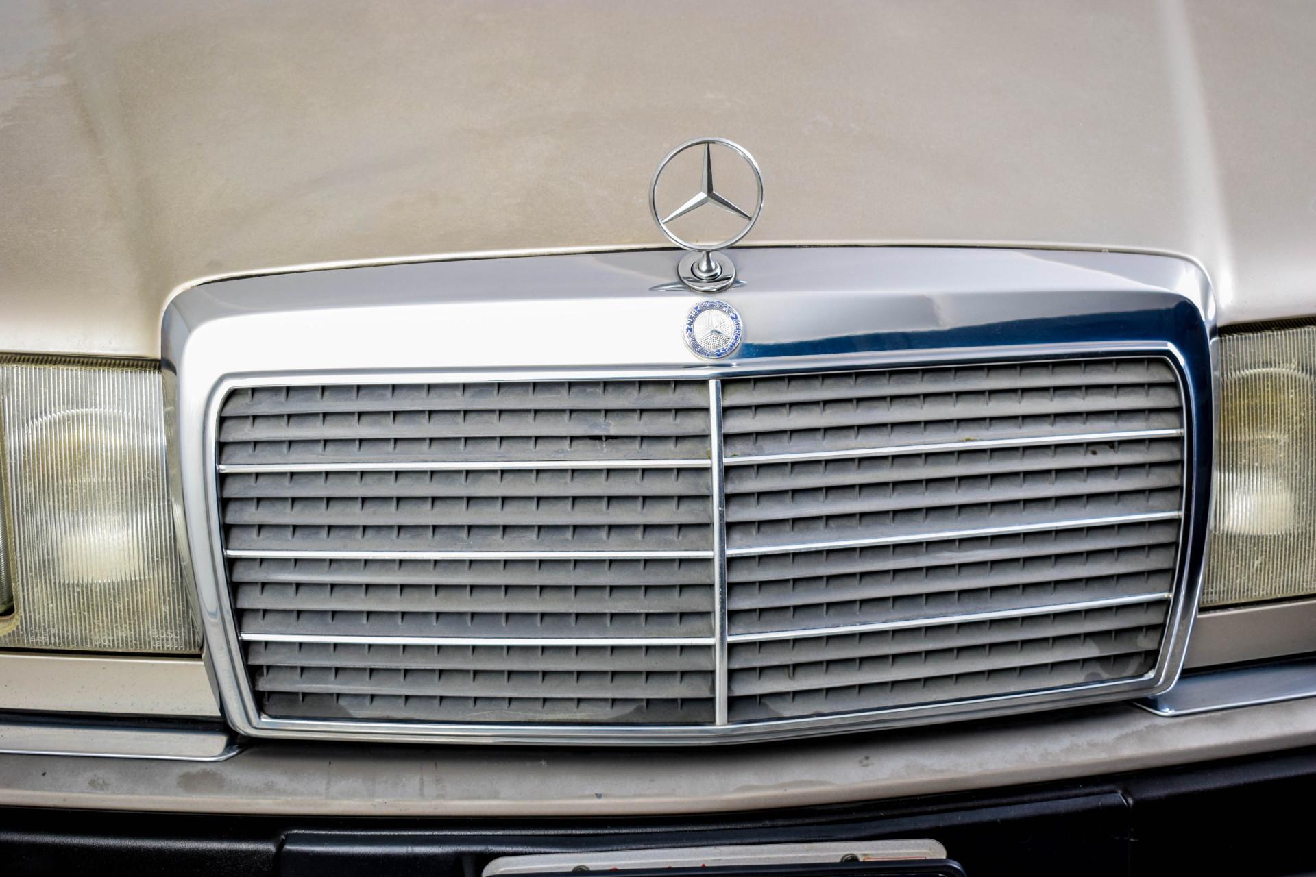 Mercedes-Benz 200-serie 400 E V8 Foto 30