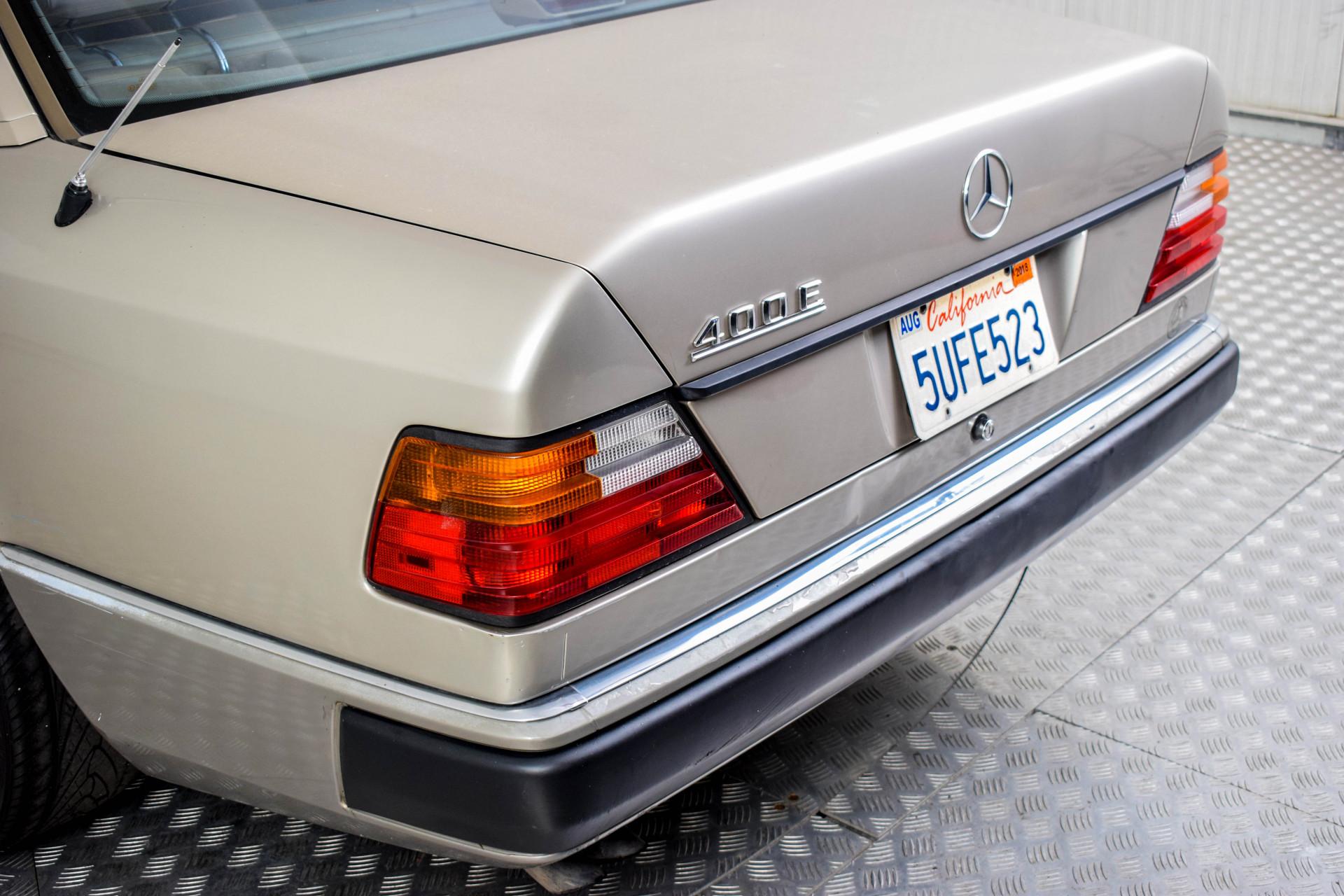 Mercedes-Benz 200-serie 400 E V8 Foto 37