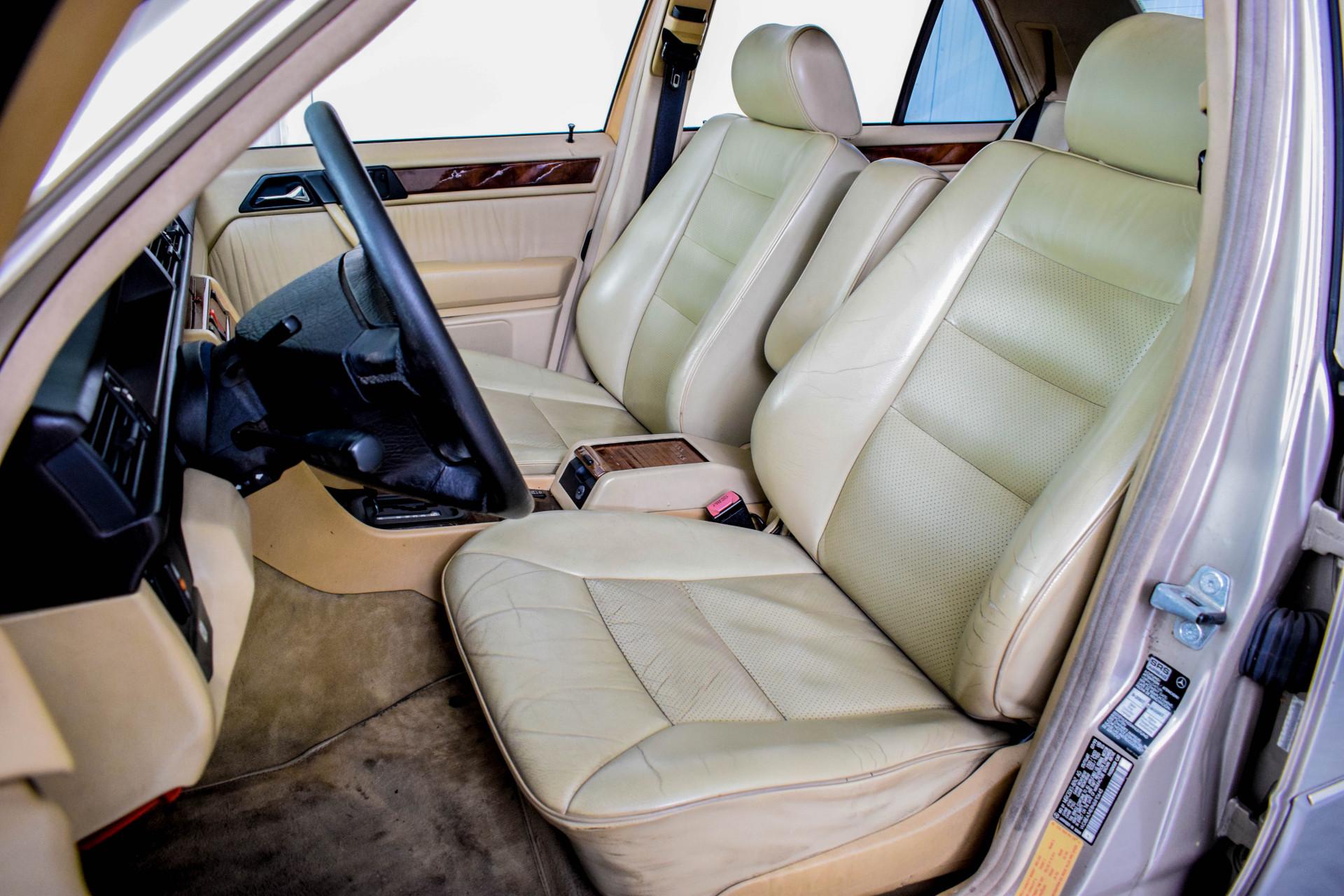 Mercedes-Benz 200-serie 400 E V8 Foto 40